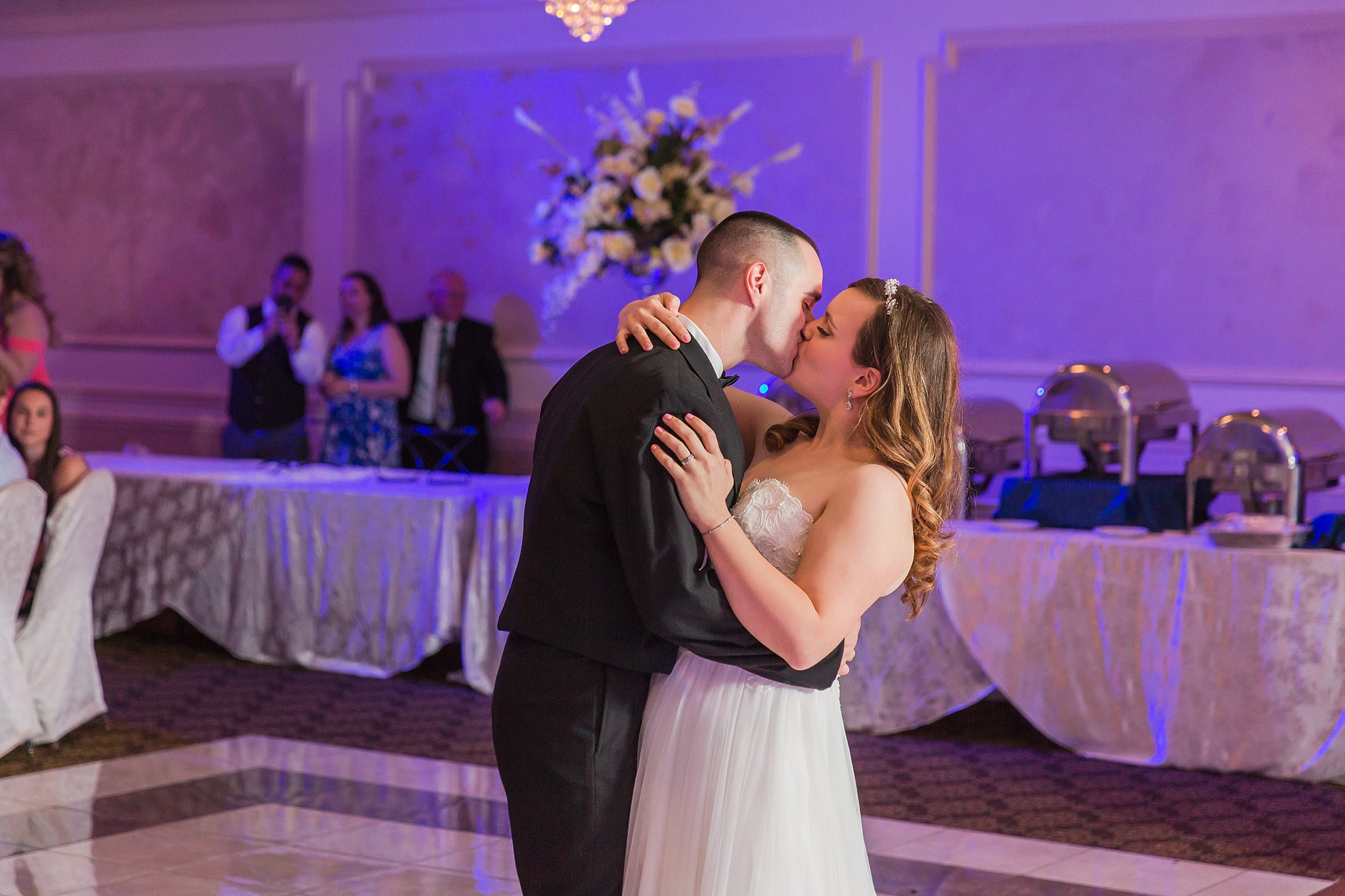 romantic-artful-candid-wedding-photos-in-st-clair-shores-at-the-white-house-wedding-chapel-by-courtney-carolyn-photography_0081.jpg