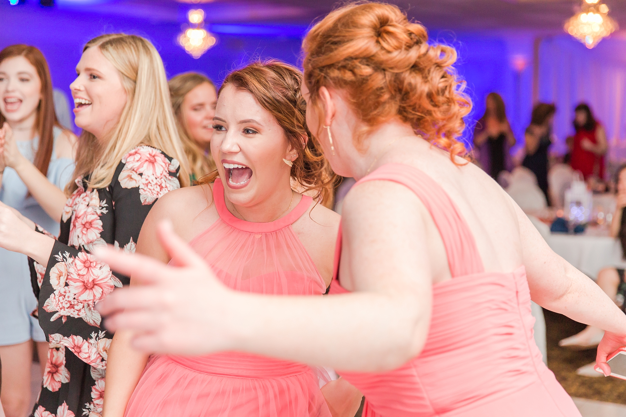 romantic-artful-candid-wedding-photos-in-st-clair-shores-at-the-white-house-wedding-chapel-by-courtney-carolyn-photography_0083.jpg