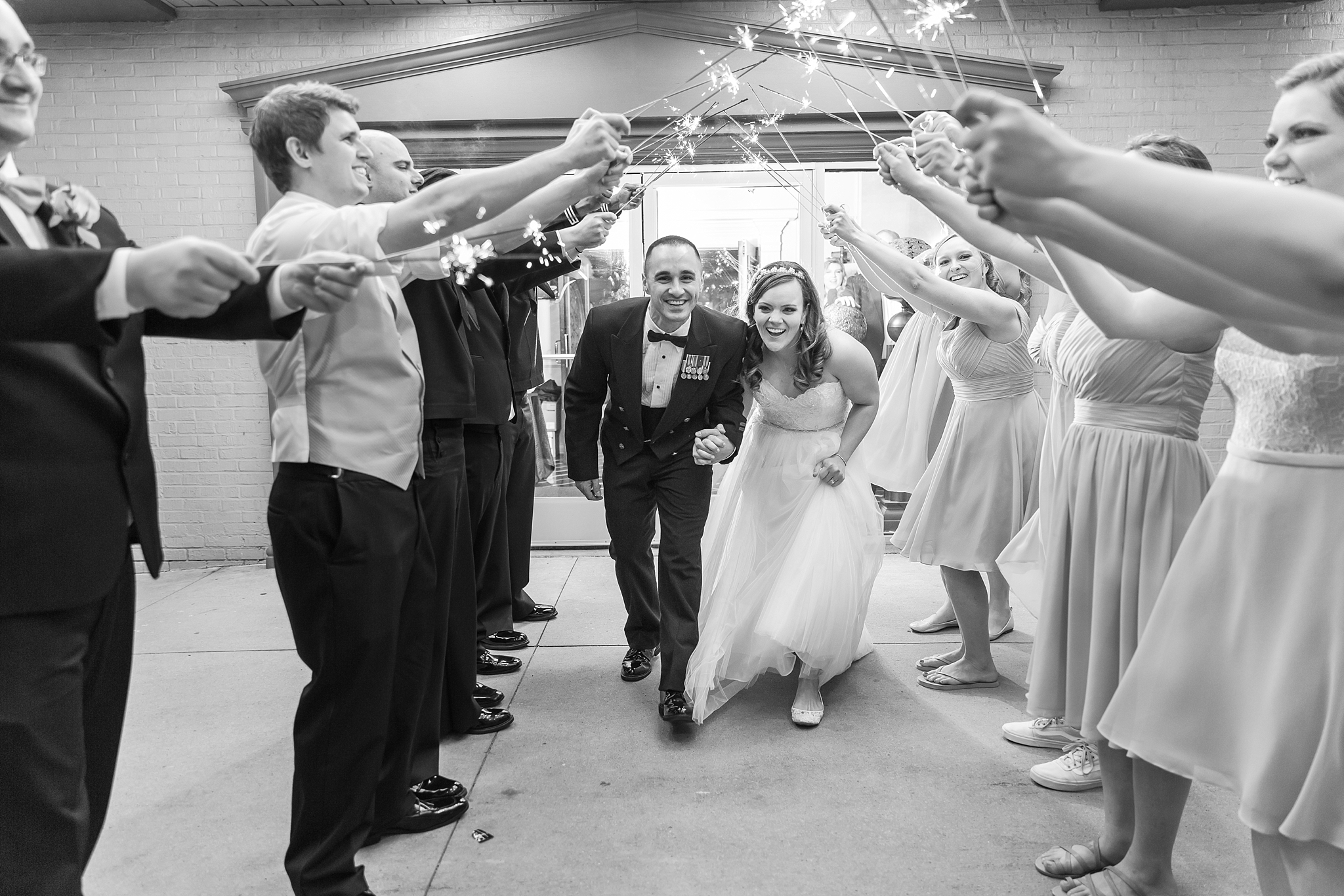 romantic-artful-candid-wedding-photos-in-st-clair-shores-at-the-white-house-wedding-chapel-by-courtney-carolyn-photography_0088.jpg