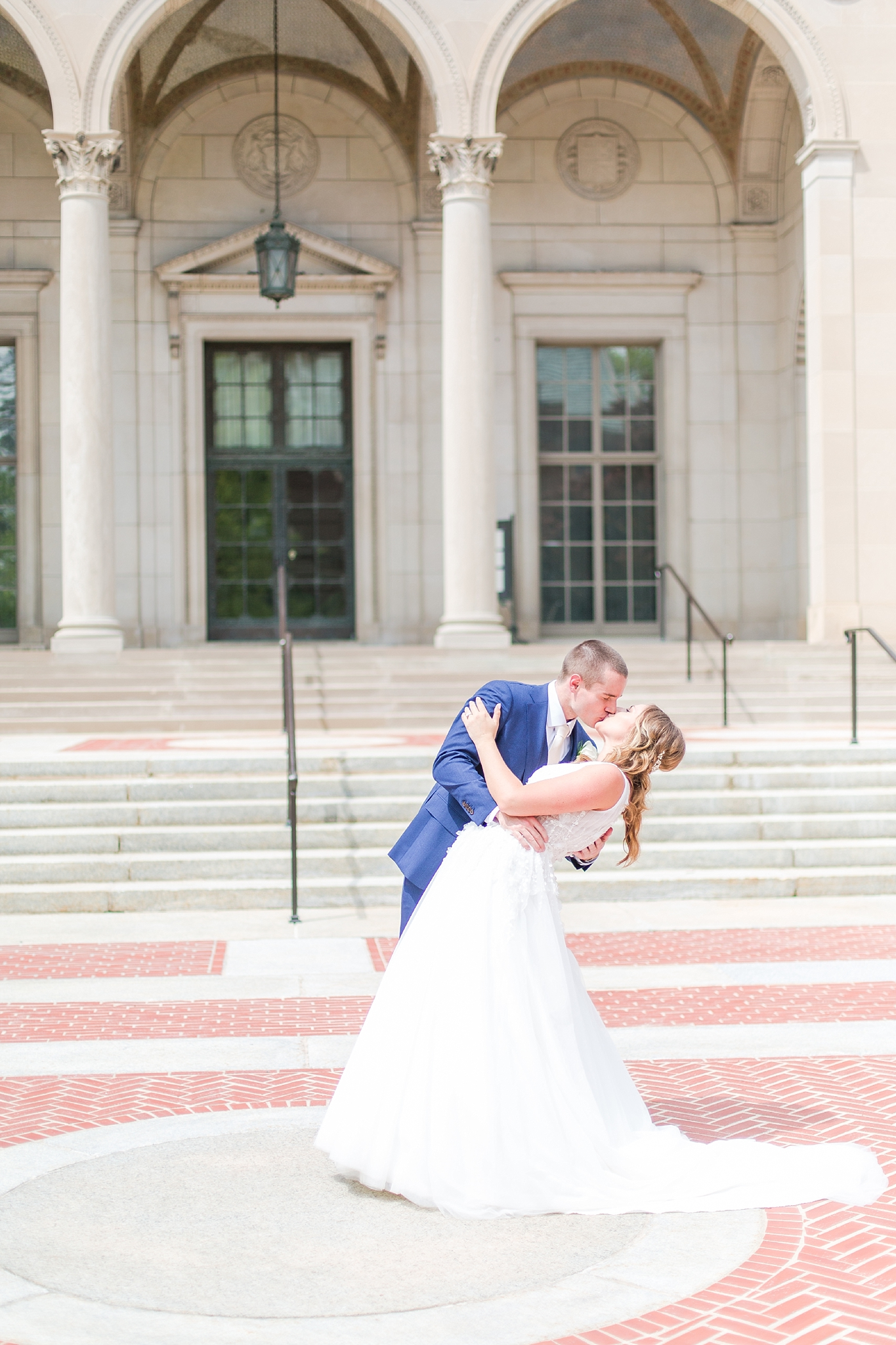 joyful-candid-laid-back-wedding-photos-in-ann-arbor-michigan-and-at-the-eagle-crest-golf-resort-by-courtney-carolyn-photography_0041.jpg