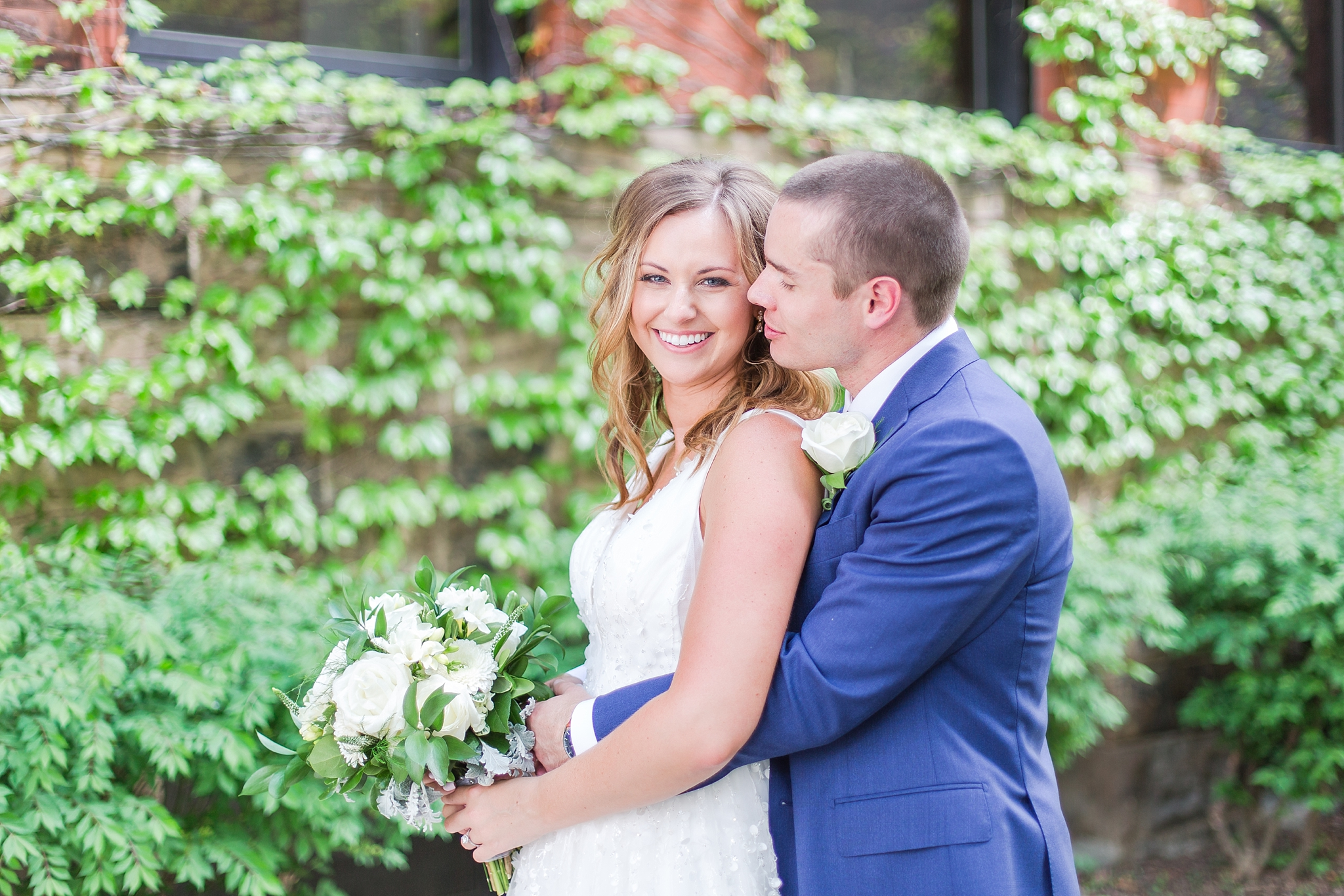 joyful-candid-laid-back-wedding-photos-in-ann-arbor-michigan-and-at-the-eagle-crest-golf-resort-by-courtney-carolyn-photography_0046.jpg