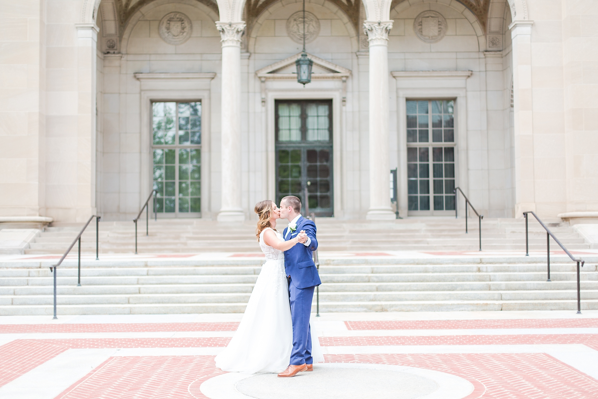 joyful-candid-laid-back-wedding-photos-in-ann-arbor-michigan-and-at-the-eagle-crest-golf-resort-by-courtney-carolyn-photography_0057.jpg