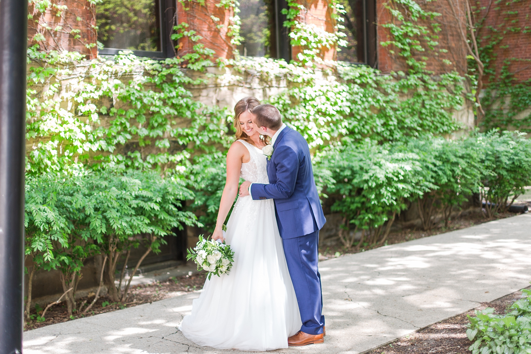 joyful-candid-laid-back-wedding-photos-in-ann-arbor-michigan-and-at-the-eagle-crest-golf-resort-by-courtney-carolyn-photography_0062.jpg