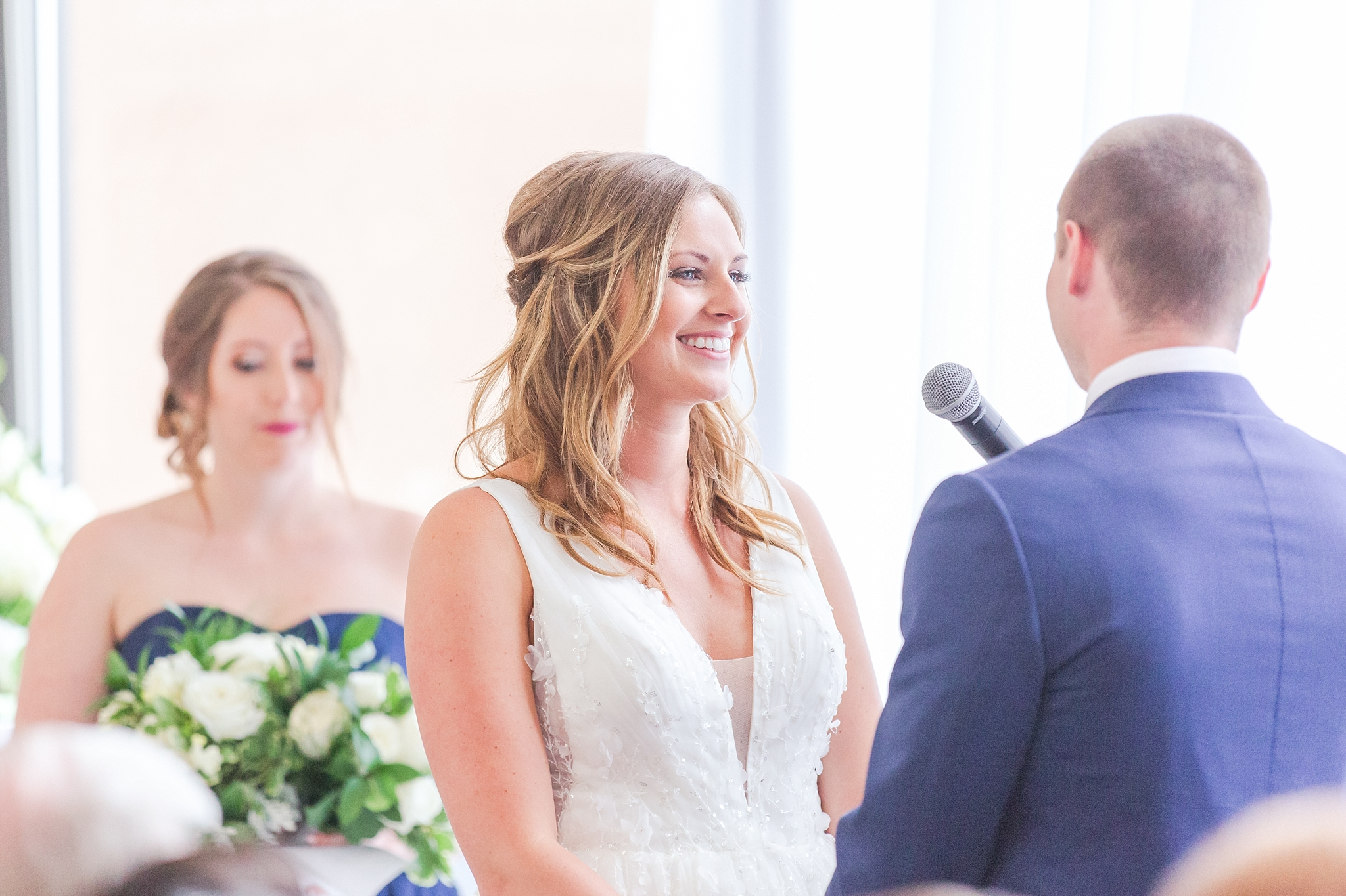 joyful-candid-laid-back-wedding-photos-in-ann-arbor-michigan-and-at-the-eagle-crest-golf-resort-by-courtney-carolyn-photography_0073.jpg