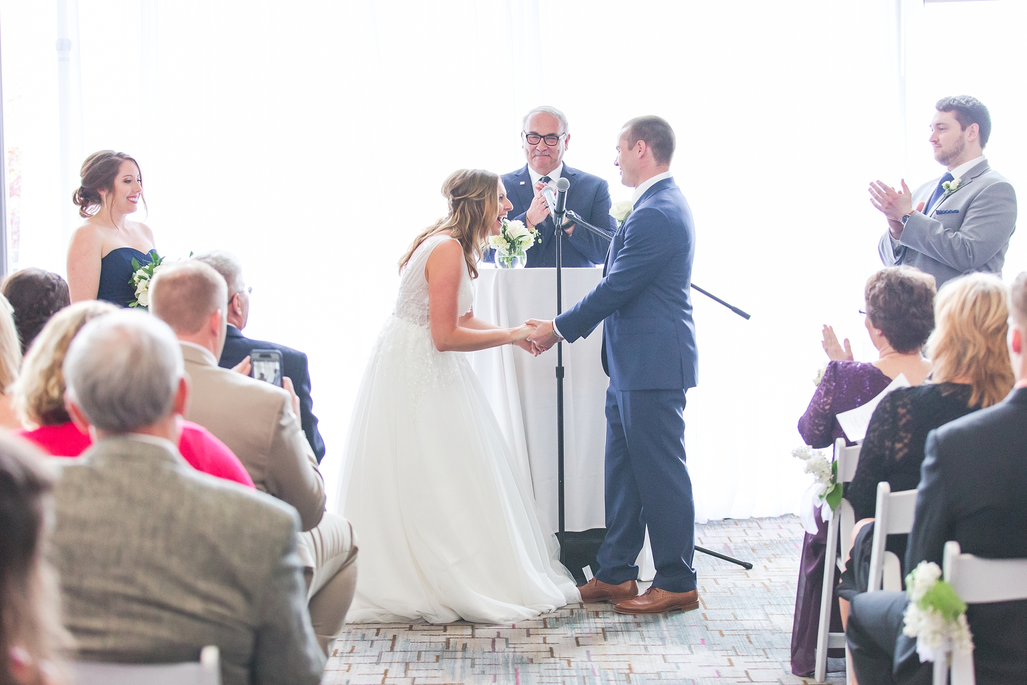 joyful-candid-laid-back-wedding-photos-in-ann-arbor-michigan-and-at-the-eagle-crest-golf-resort-by-courtney-carolyn-photography_0083.jpg