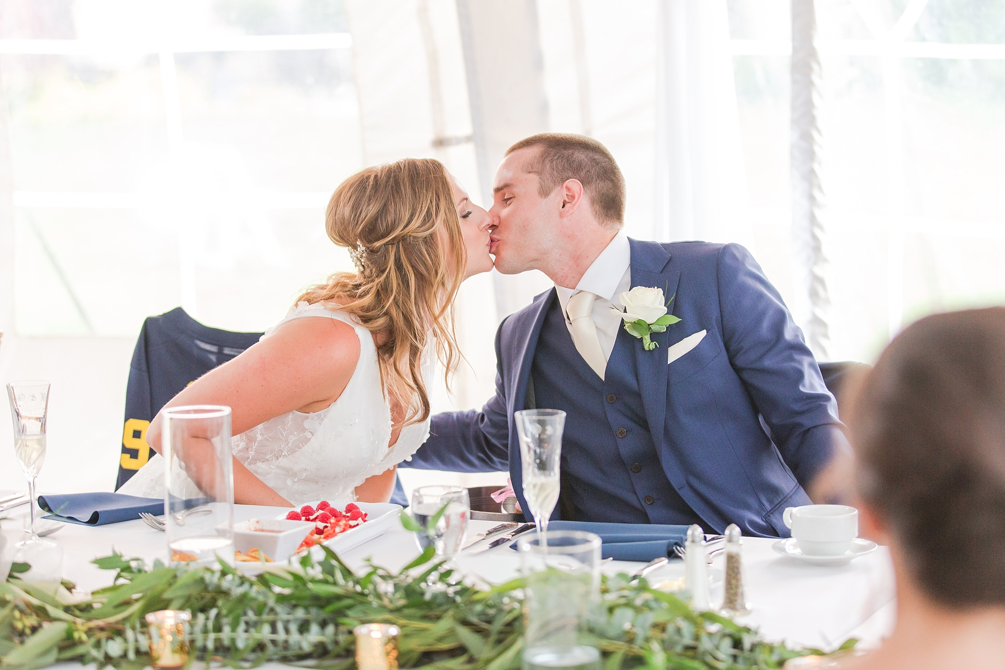 joyful-candid-laid-back-wedding-photos-in-ann-arbor-michigan-and-at-the-eagle-crest-golf-resort-by-courtney-carolyn-photography_0100.jpg