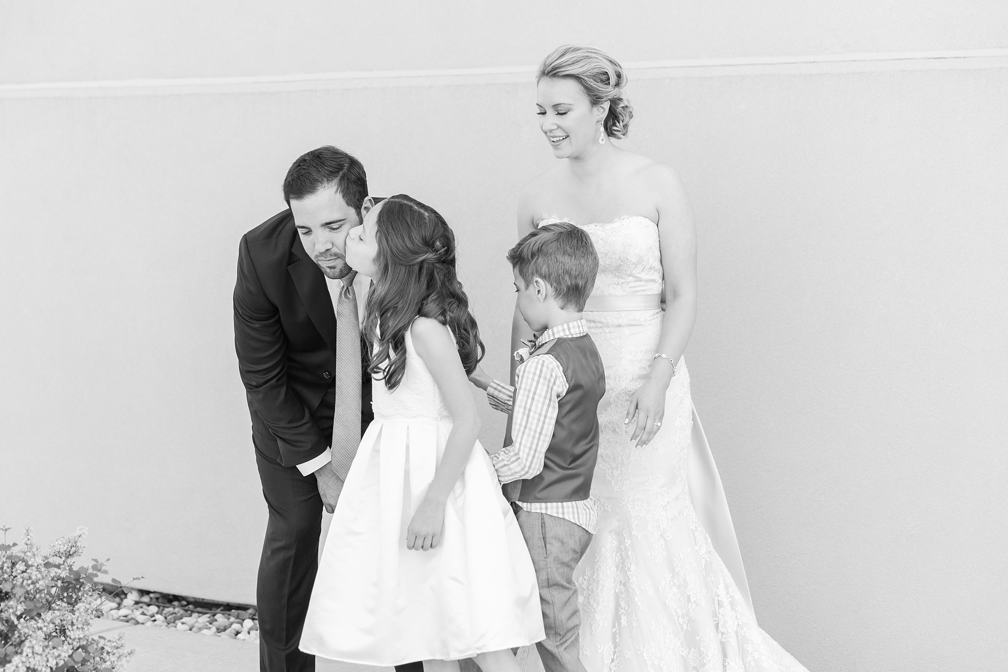 fun-candid-laid-back-wedding-photos-at-wellers-carriage-house-in-saline-michigan-and-at-the-eagle-crest-golf-resort-by-courtney-carolyn-photography_0023.jpg