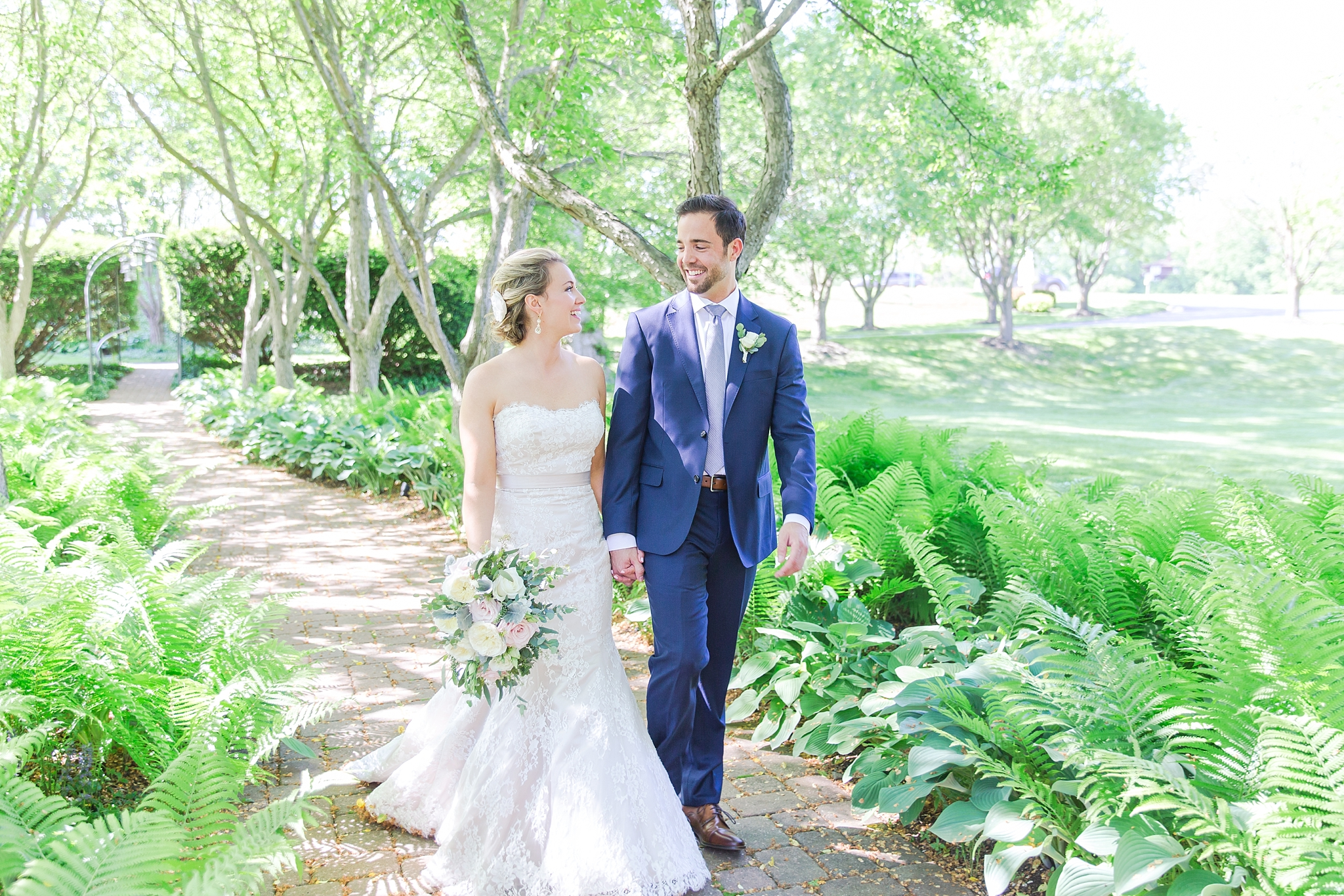fun-candid-laid-back-wedding-photos-at-wellers-carriage-house-in-saline-michigan-and-at-the-eagle-crest-golf-resort-by-courtney-carolyn-photography_0042.jpg