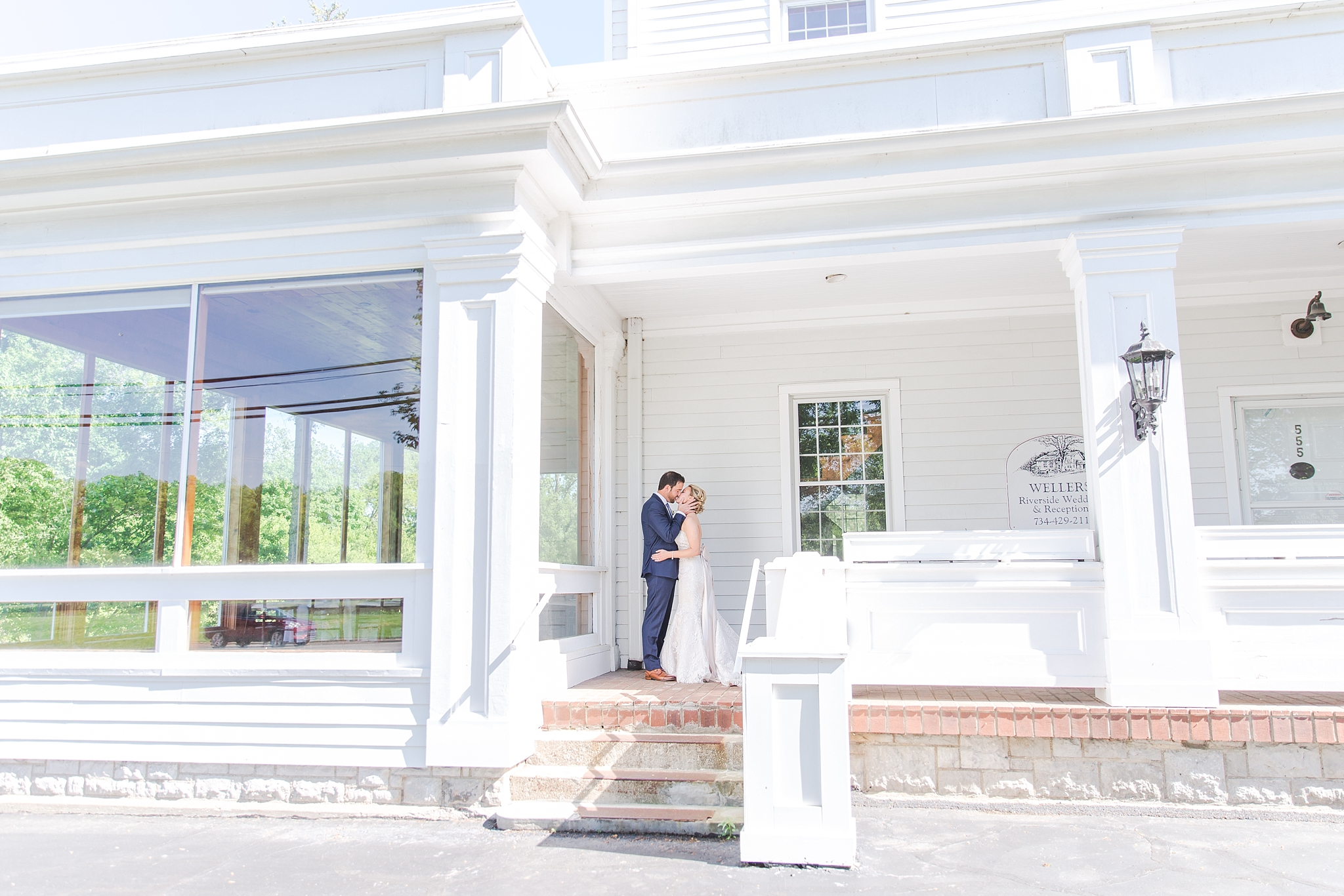 fun-candid-laid-back-wedding-photos-at-wellers-carriage-house-in-saline-michigan-and-at-the-eagle-crest-golf-resort-by-courtney-carolyn-photography_0053.jpg