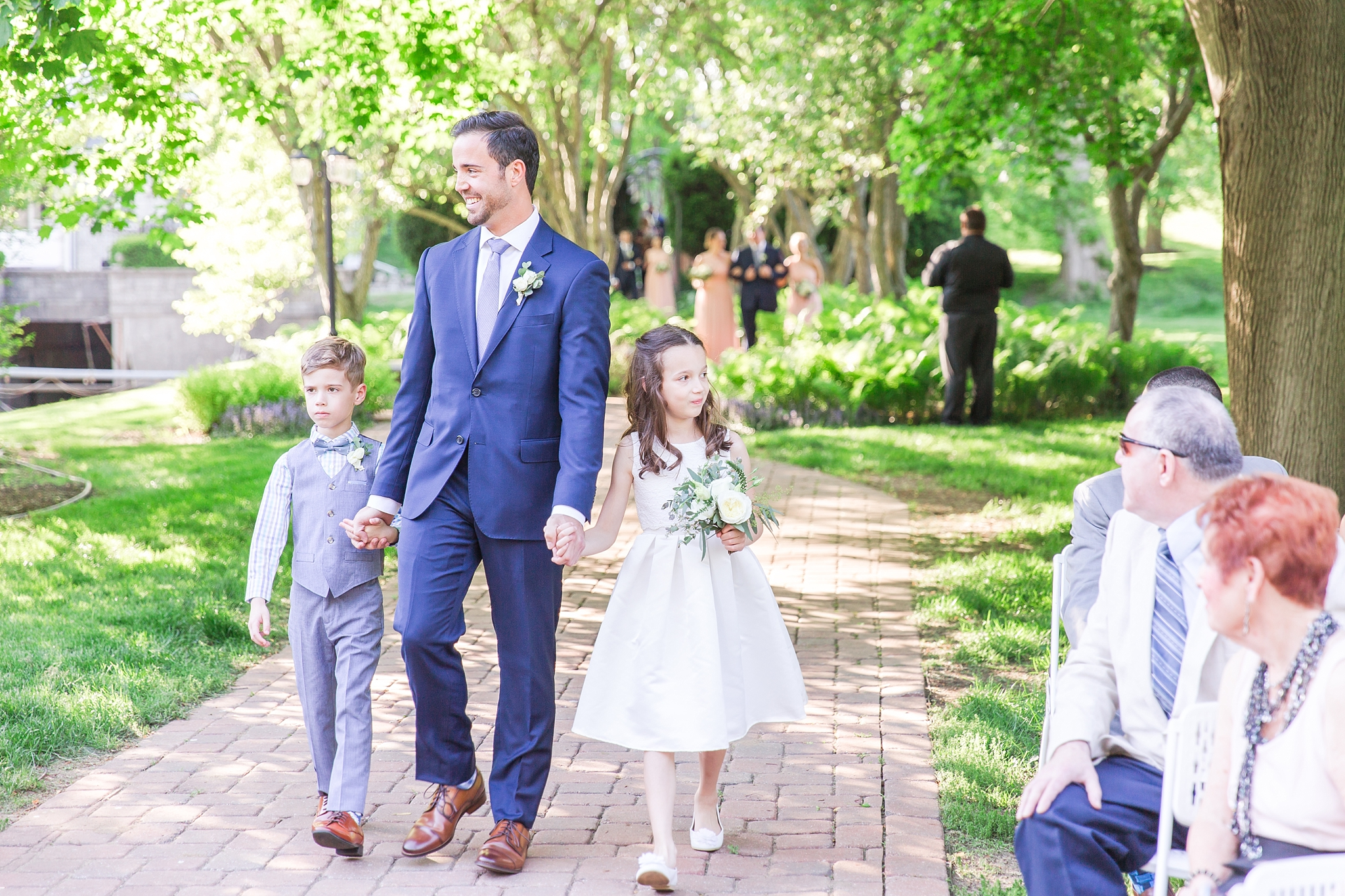 fun-candid-laid-back-wedding-photos-at-wellers-carriage-house-in-saline-michigan-and-at-the-eagle-crest-golf-resort-by-courtney-carolyn-photography_0060.jpg