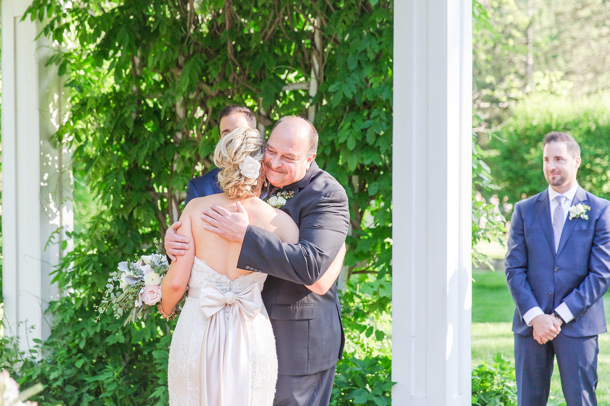 fun-candid-laid-back-wedding-photos-at-wellers-carriage-house-in-saline-michigan-and-at-the-eagle-crest-golf-resort-by-courtney-carolyn-photography_0065.jpg