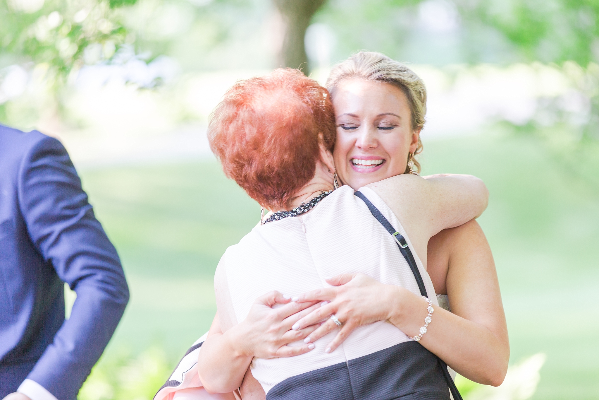 fun-candid-laid-back-wedding-photos-at-wellers-carriage-house-in-saline-michigan-and-at-the-eagle-crest-golf-resort-by-courtney-carolyn-photography_0075.jpg