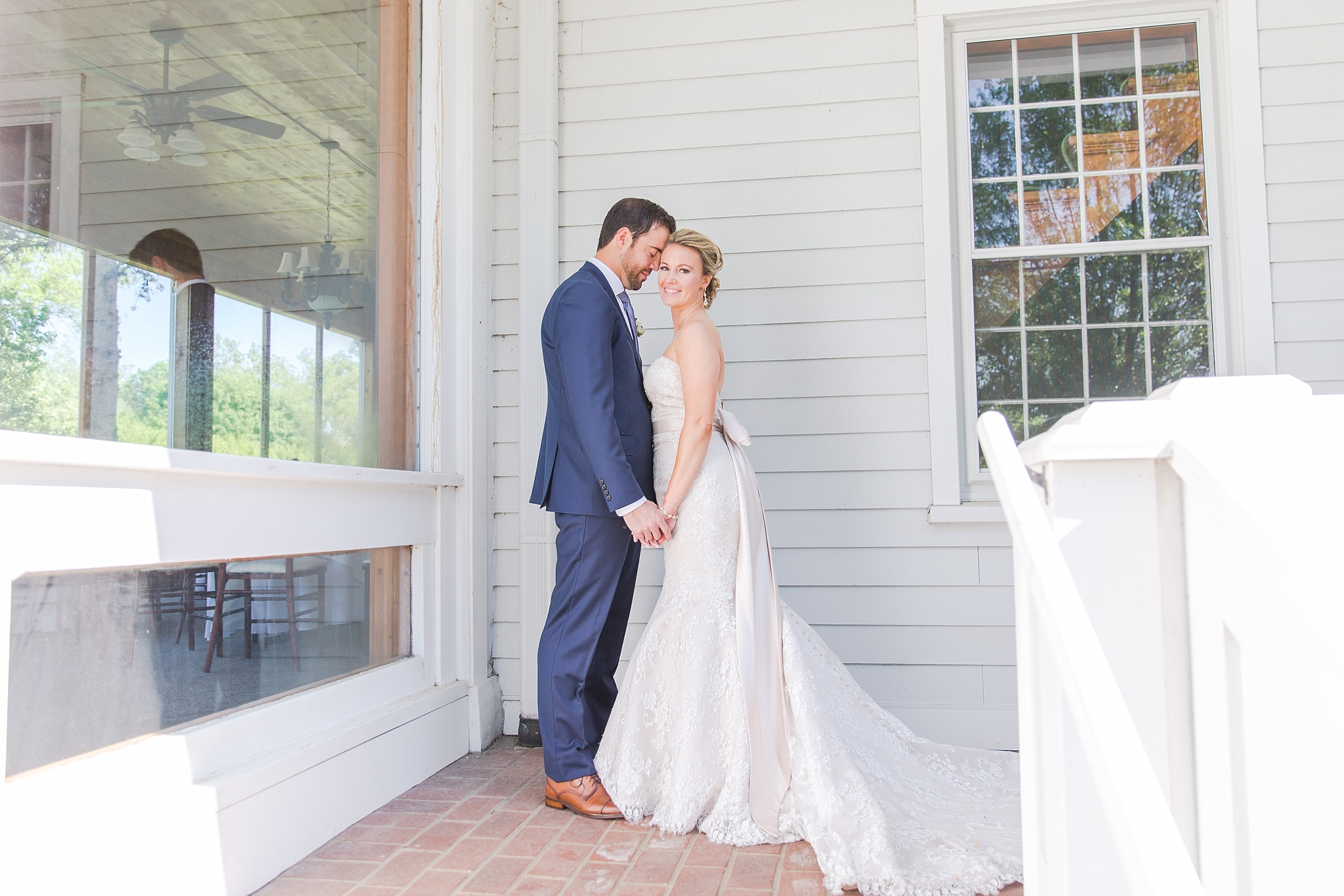 fun-candid-laid-back-wedding-photos-at-wellers-carriage-house-in-saline-michigan-and-at-the-eagle-crest-golf-resort-by-courtney-carolyn-photography_0079.jpg