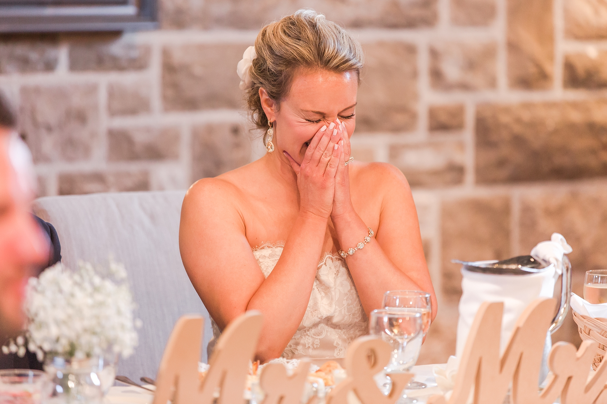 fun-candid-laid-back-wedding-photos-at-wellers-carriage-house-in-saline-michigan-and-at-the-eagle-crest-golf-resort-by-courtney-carolyn-photography_0085.jpg