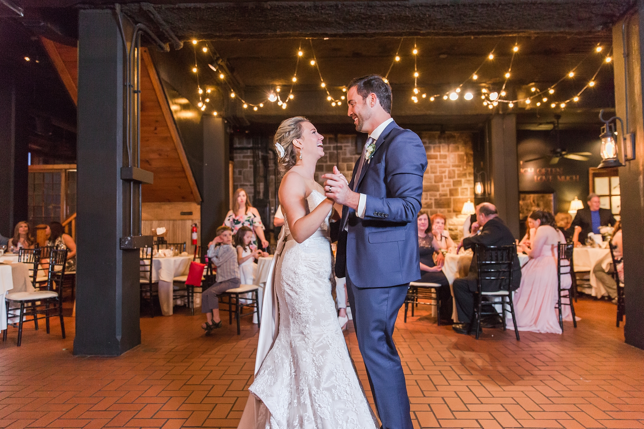 fun-candid-laid-back-wedding-photos-at-wellers-carriage-house-in-saline-michigan-and-at-the-eagle-crest-golf-resort-by-courtney-carolyn-photography_0089.jpg