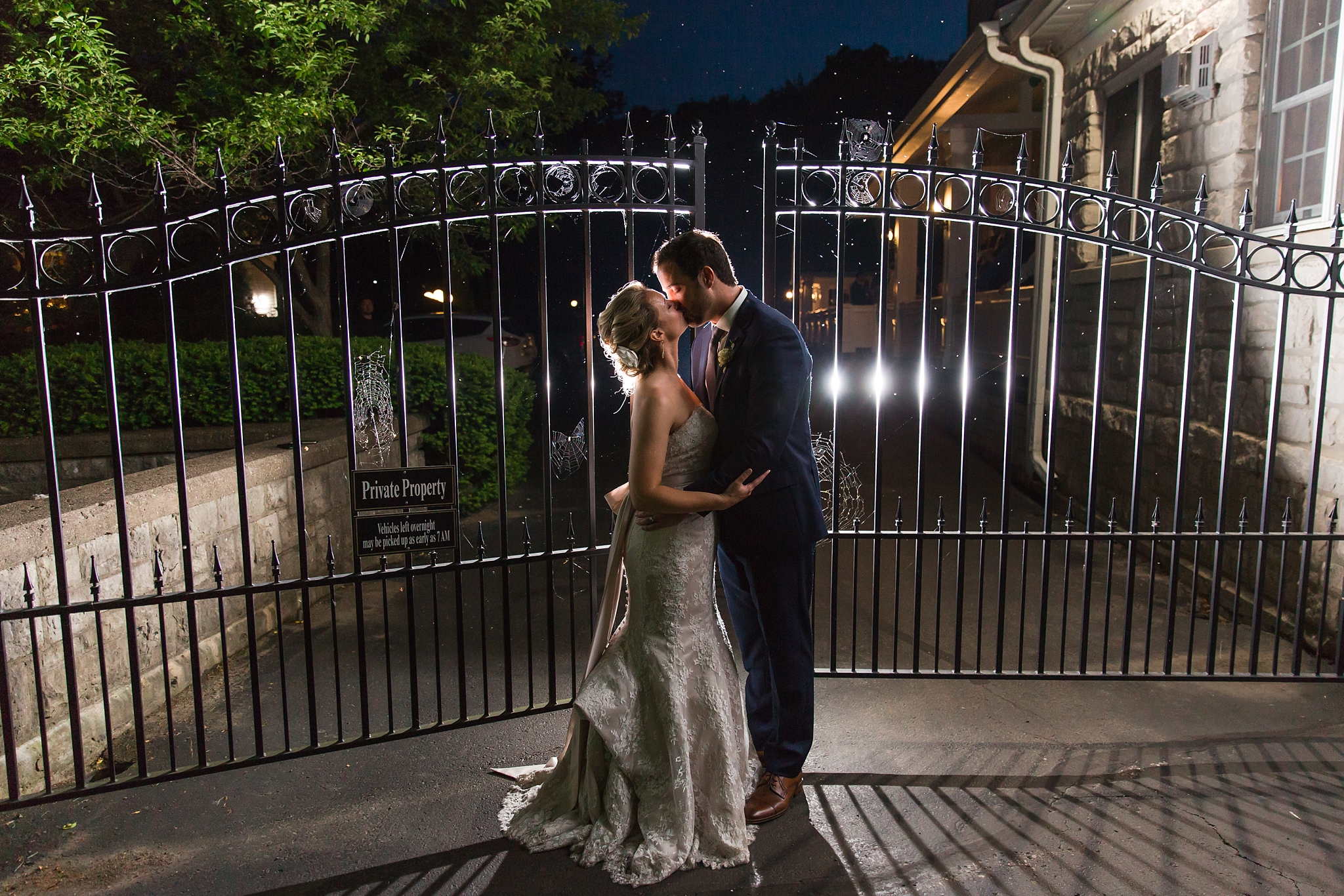 fun-candid-laid-back-wedding-photos-at-wellers-carriage-house-in-saline-michigan-and-at-the-eagle-crest-golf-resort-by-courtney-carolyn-photography_0097.jpg