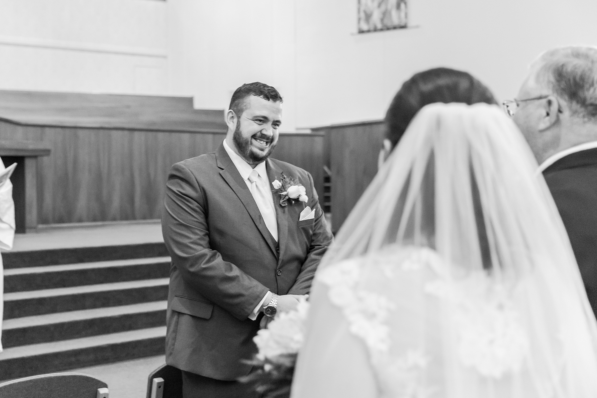 emotional-laid-back-romantic-wedding-photos-at-adrian-college-herrick-chapel-in-adrian-michigan-by-courtney-carolyn-photography_0021.jpg
