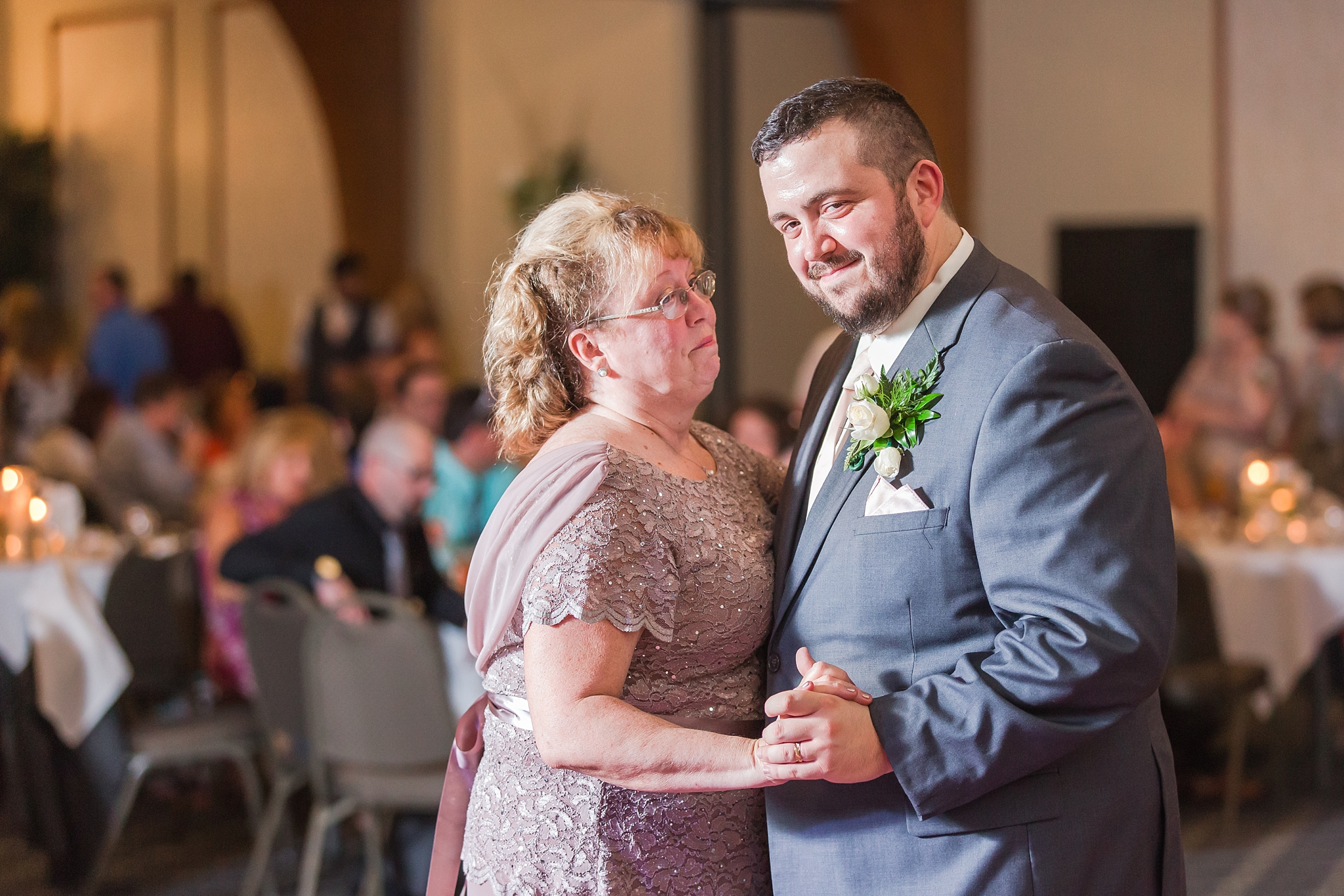 emotional-laid-back-romantic-wedding-photos-at-adrian-college-herrick-chapel-in-adrian-michigan-by-courtney-carolyn-photography_0080.jpg