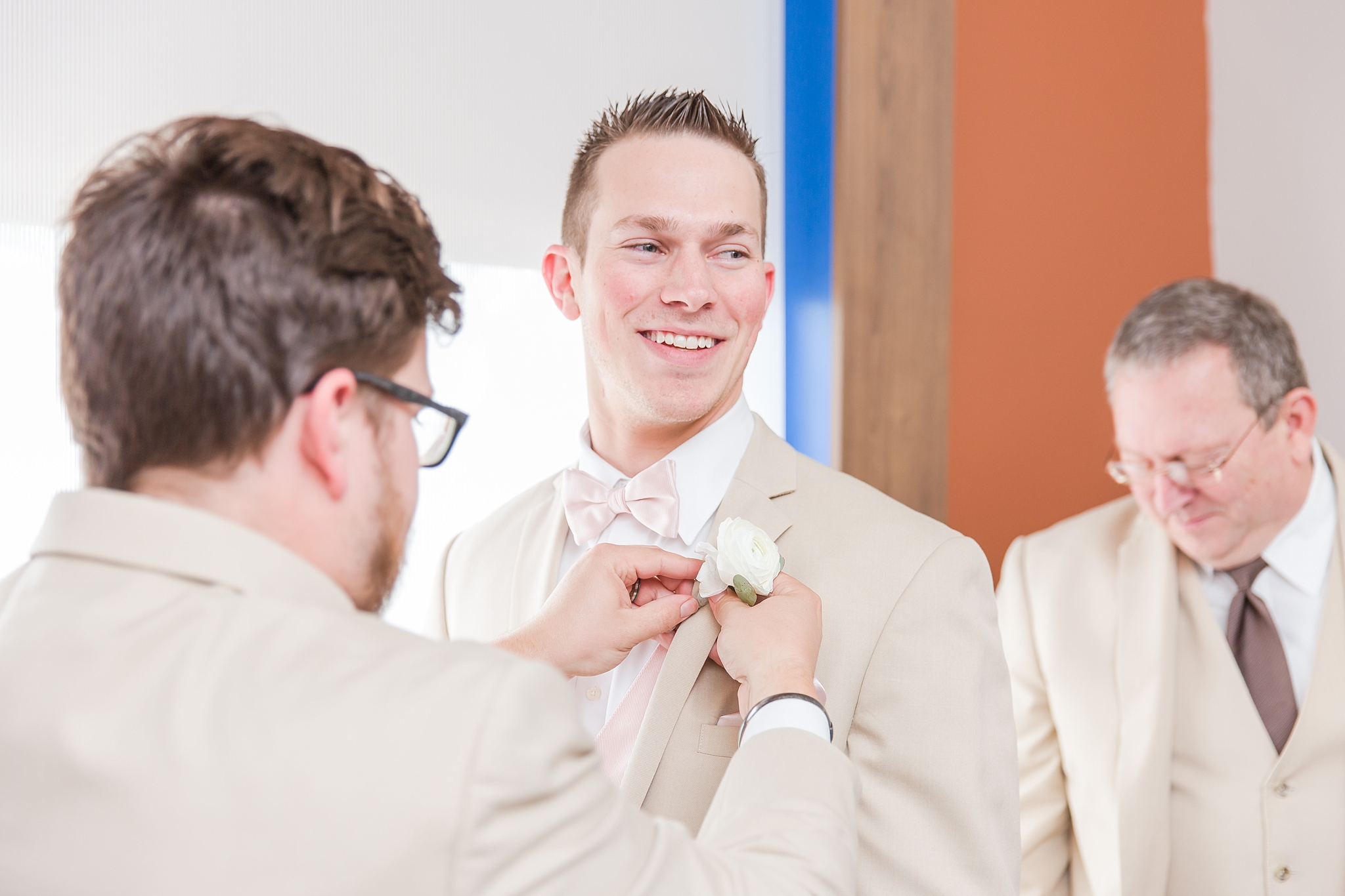 candid-timeless-wedding-photos-at-the-captains-club-in-grand-blanc-michigan-by-courtney-carolyn-photography_0012.jpg