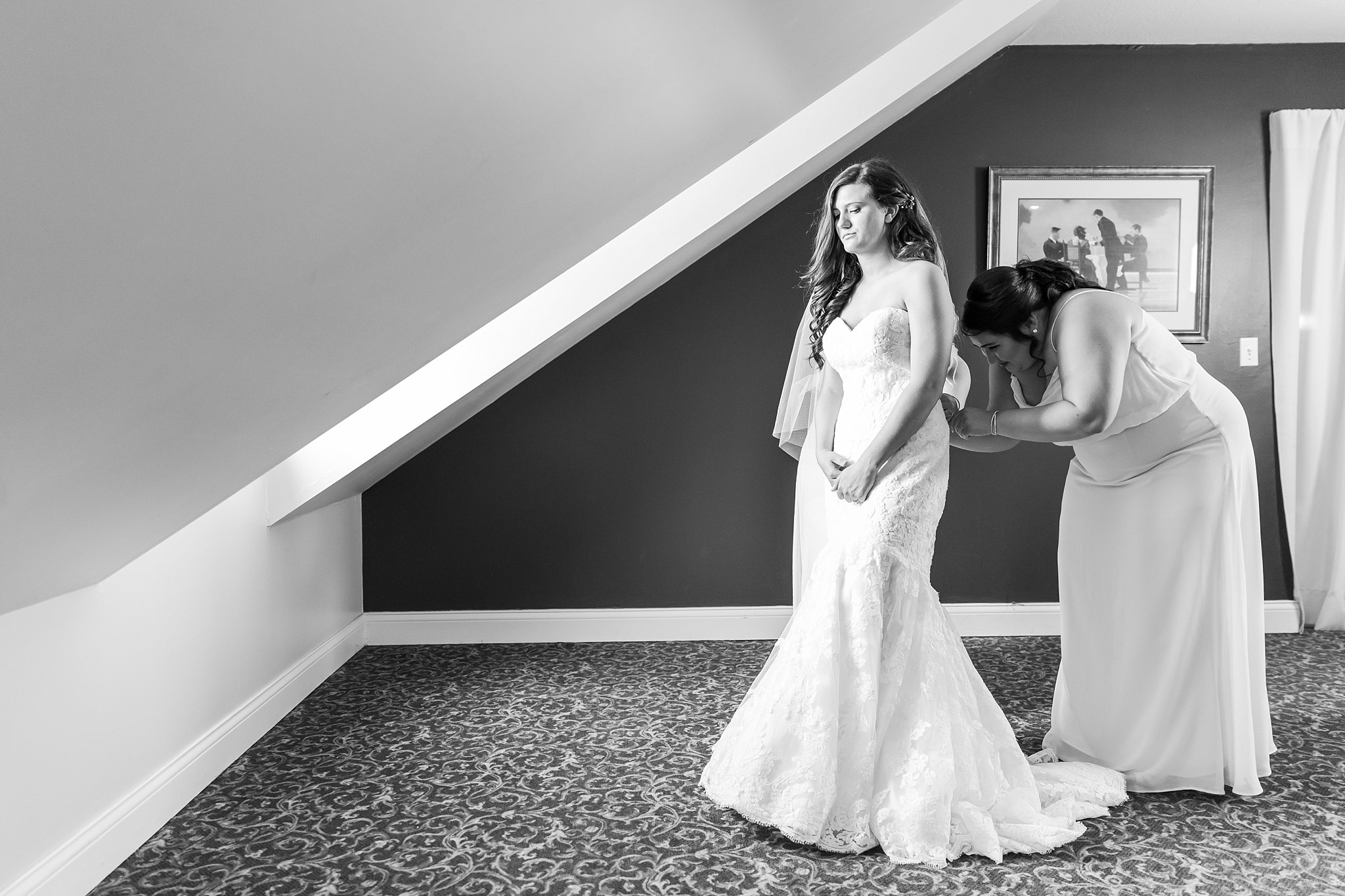 candid-timeless-wedding-photos-at-the-captains-club-in-grand-blanc-michigan-by-courtney-carolyn-photography_0013.jpg