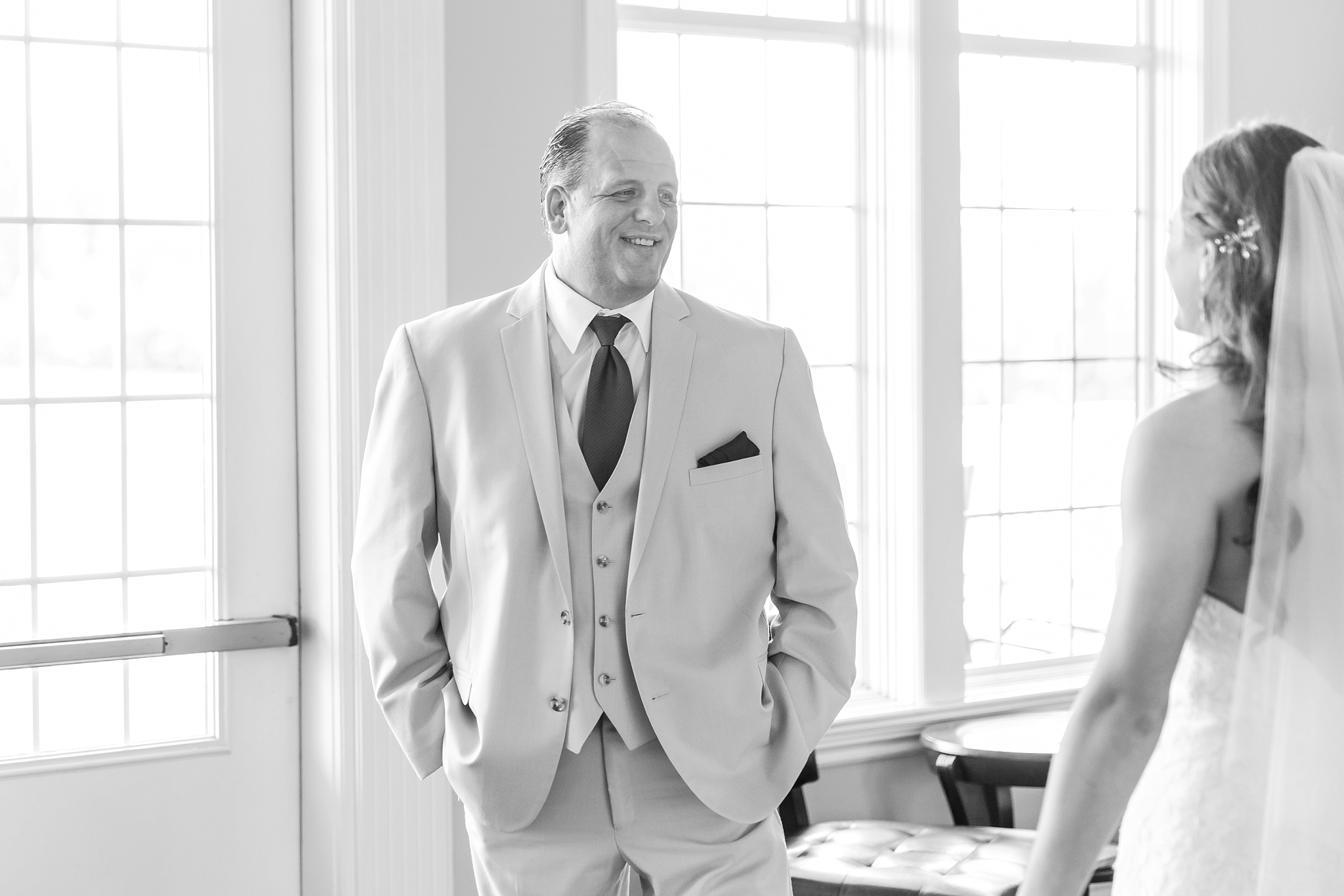 candid-timeless-wedding-photos-at-the-captains-club-in-grand-blanc-michigan-by-courtney-carolyn-photography_0026.jpg