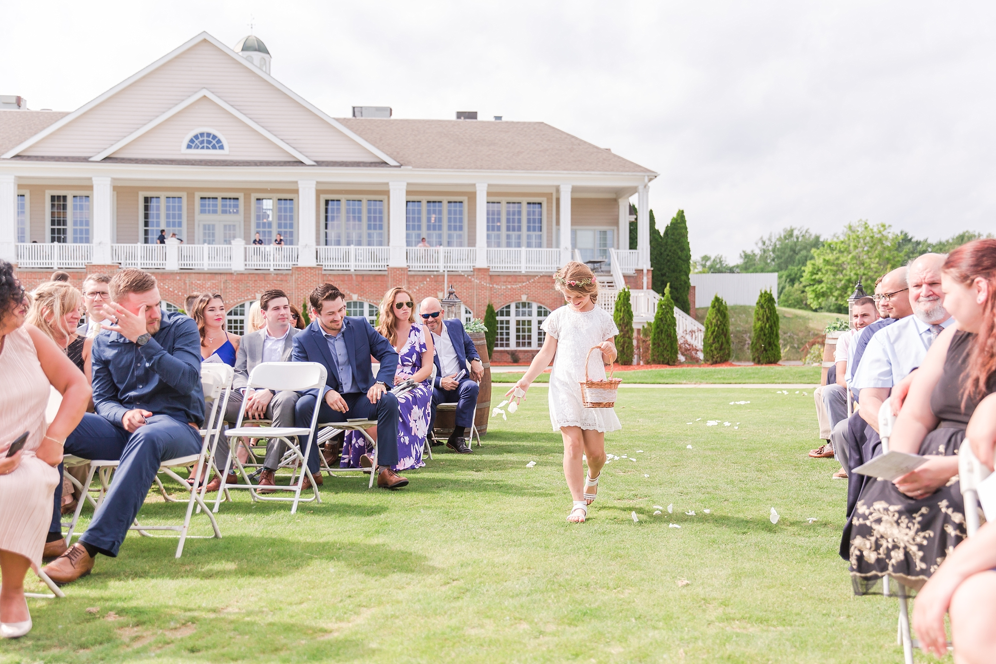 candid-timeless-wedding-photos-at-the-captains-club-in-grand-blanc-michigan-by-courtney-carolyn-photography_0030.jpg