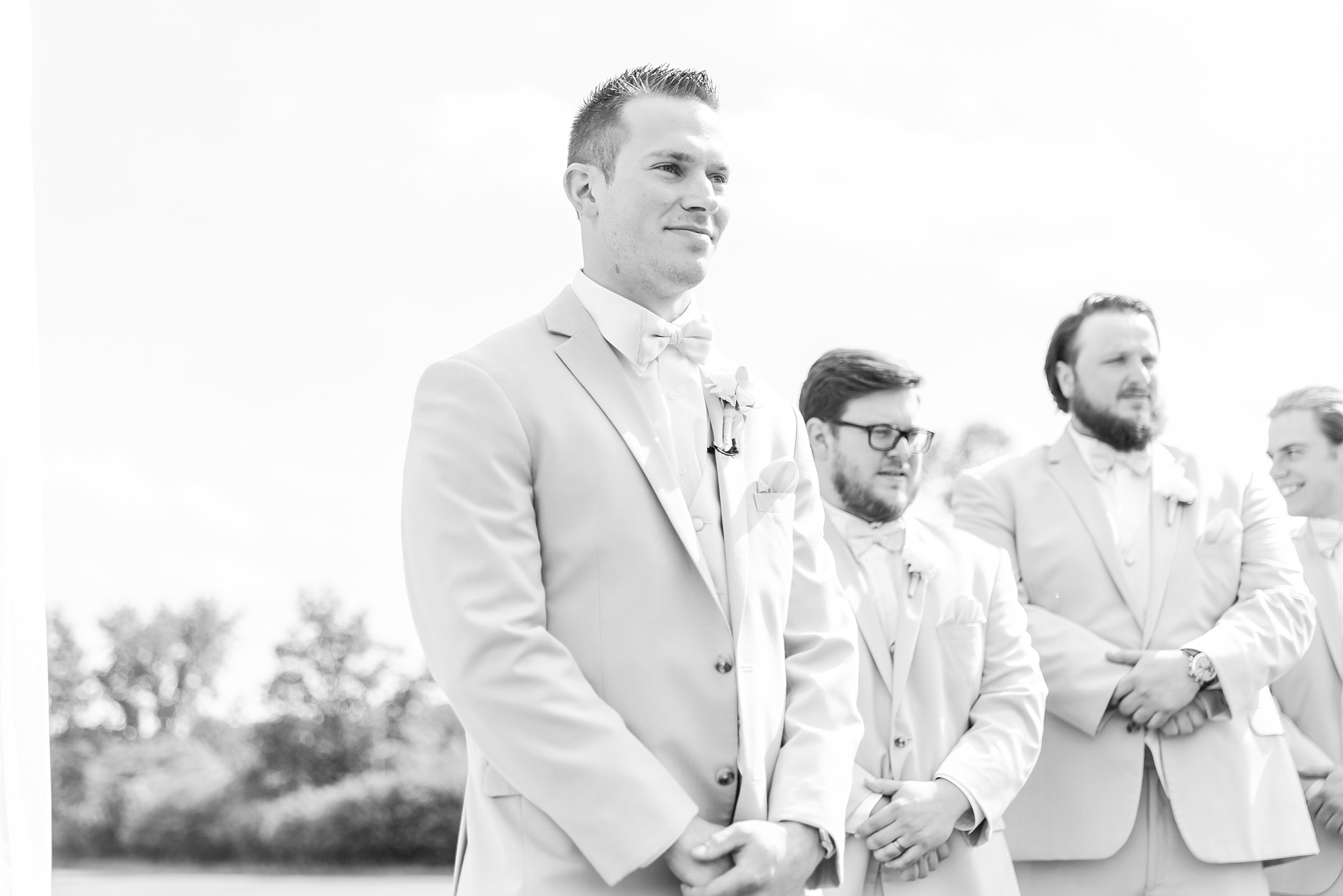 candid-timeless-wedding-photos-at-the-captains-club-in-grand-blanc-michigan-by-courtney-carolyn-photography_0032.jpg