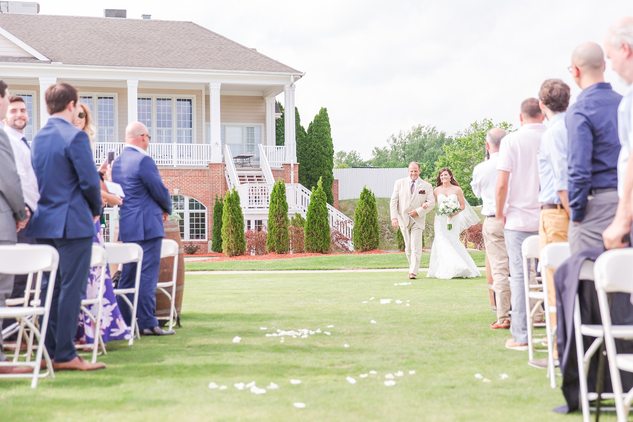 candid-timeless-wedding-photos-at-the-captains-club-in-grand-blanc-michigan-by-courtney-carolyn-photography_0034.jpg