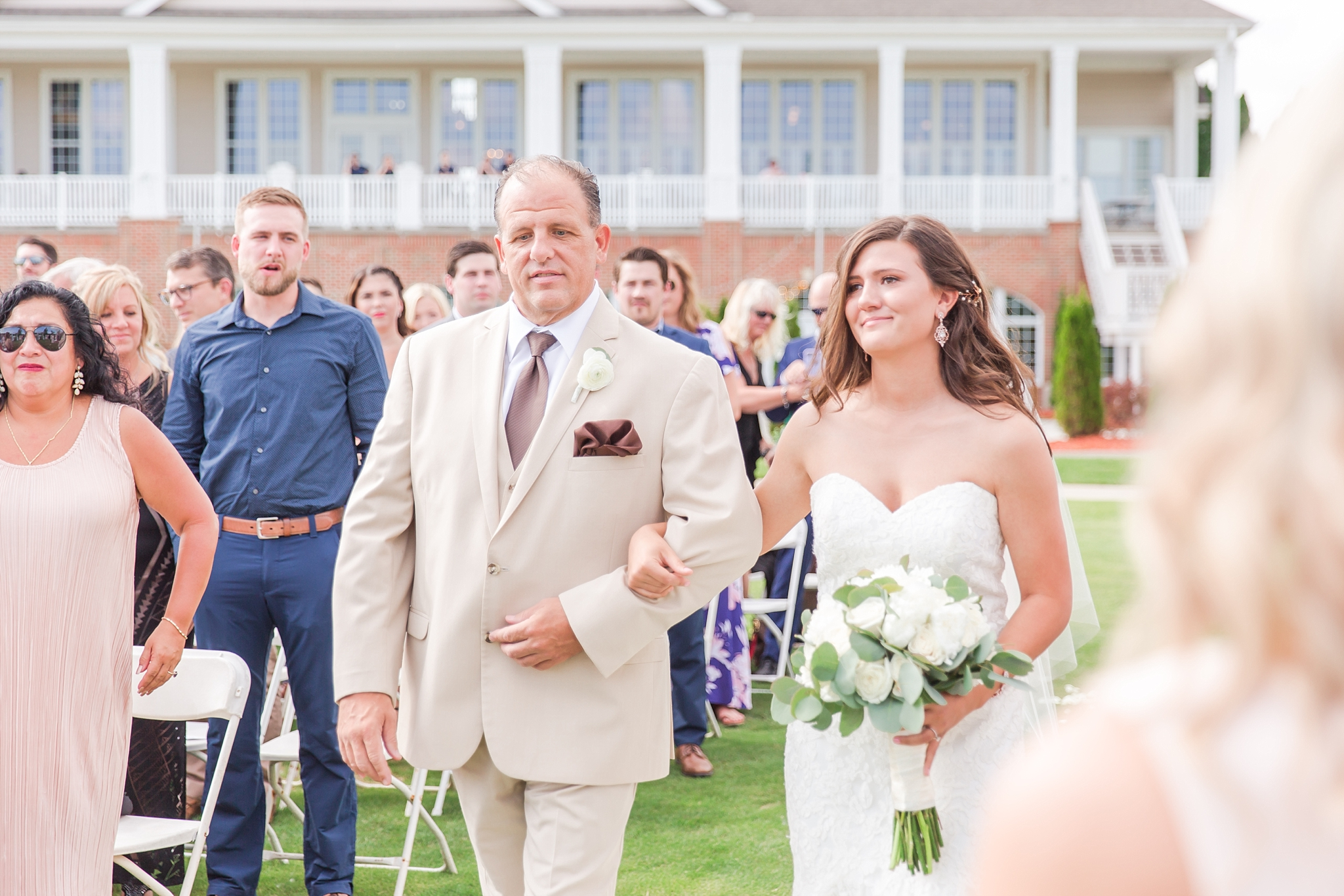 candid-timeless-wedding-photos-at-the-captains-club-in-grand-blanc-michigan-by-courtney-carolyn-photography_0036.jpg