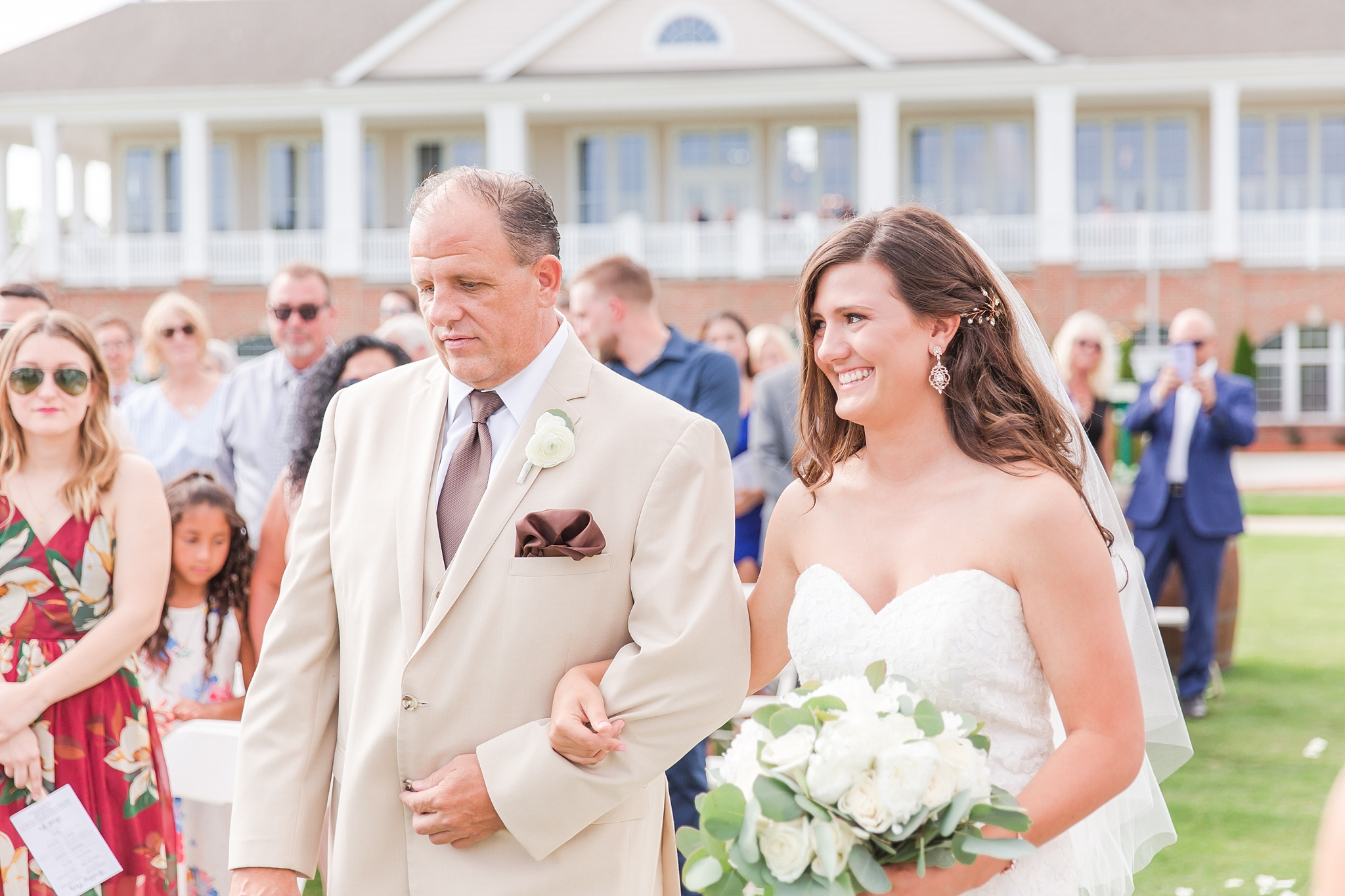 candid-timeless-wedding-photos-at-the-captains-club-in-grand-blanc-michigan-by-courtney-carolyn-photography_0038.jpg