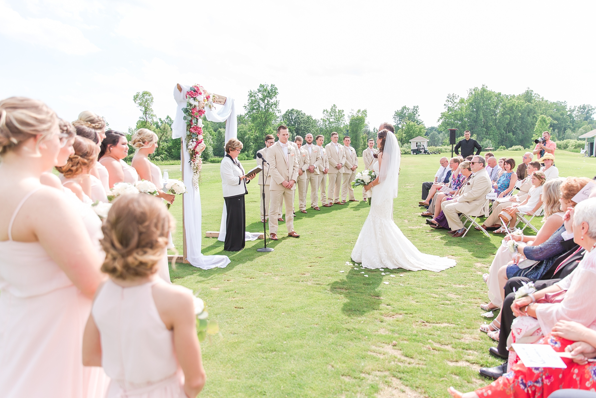 candid-timeless-wedding-photos-at-the-captains-club-in-grand-blanc-michigan-by-courtney-carolyn-photography_0039.jpg