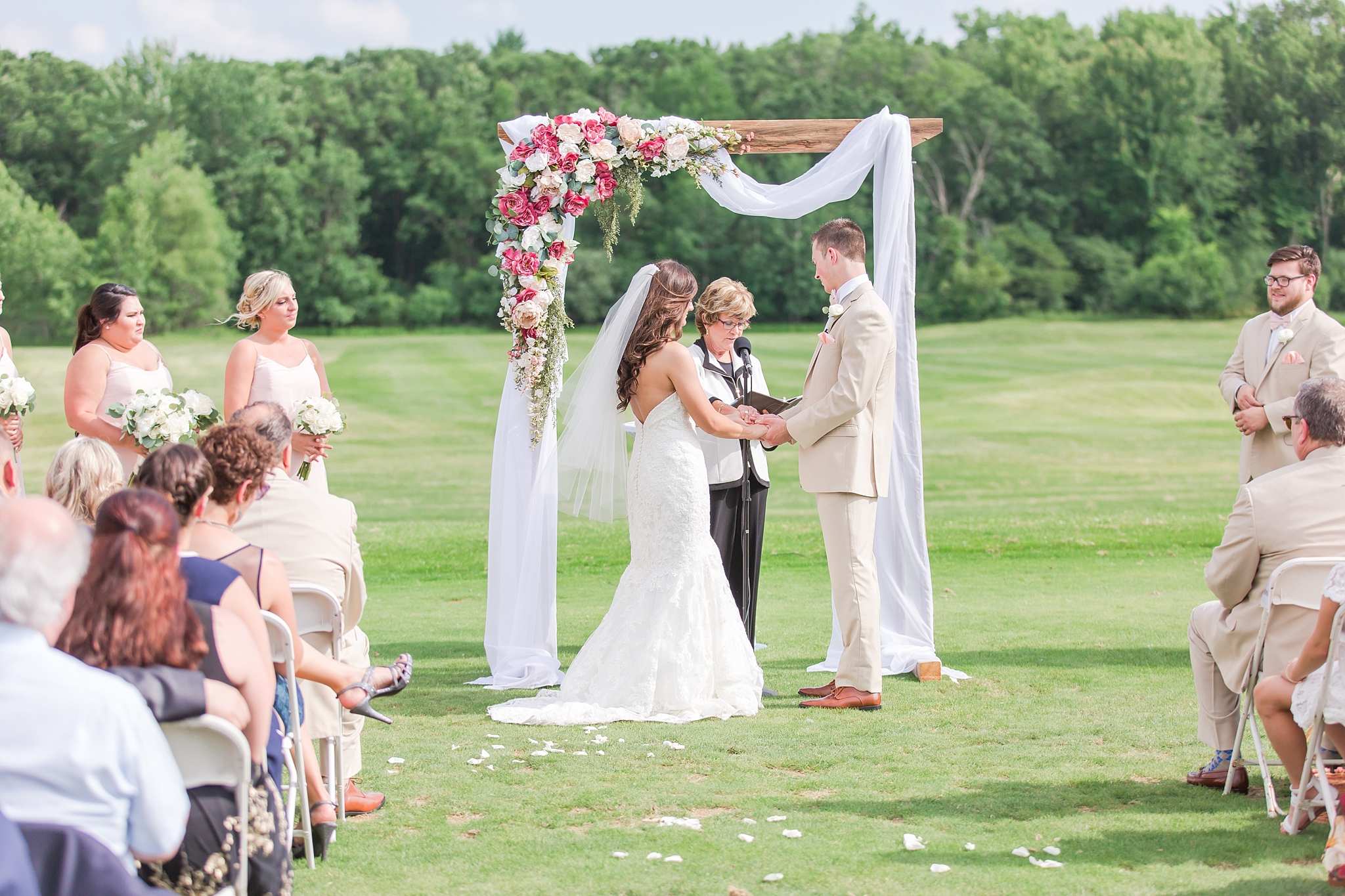 candid-timeless-wedding-photos-at-the-captains-club-in-grand-blanc-michigan-by-courtney-carolyn-photography_0044.jpg