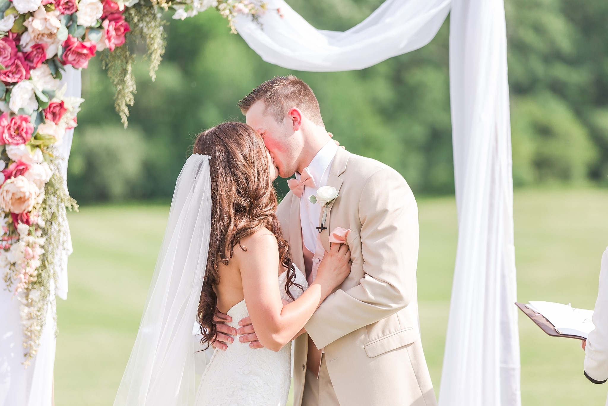 candid-timeless-wedding-photos-at-the-captains-club-in-grand-blanc-michigan-by-courtney-carolyn-photography_0051.jpg