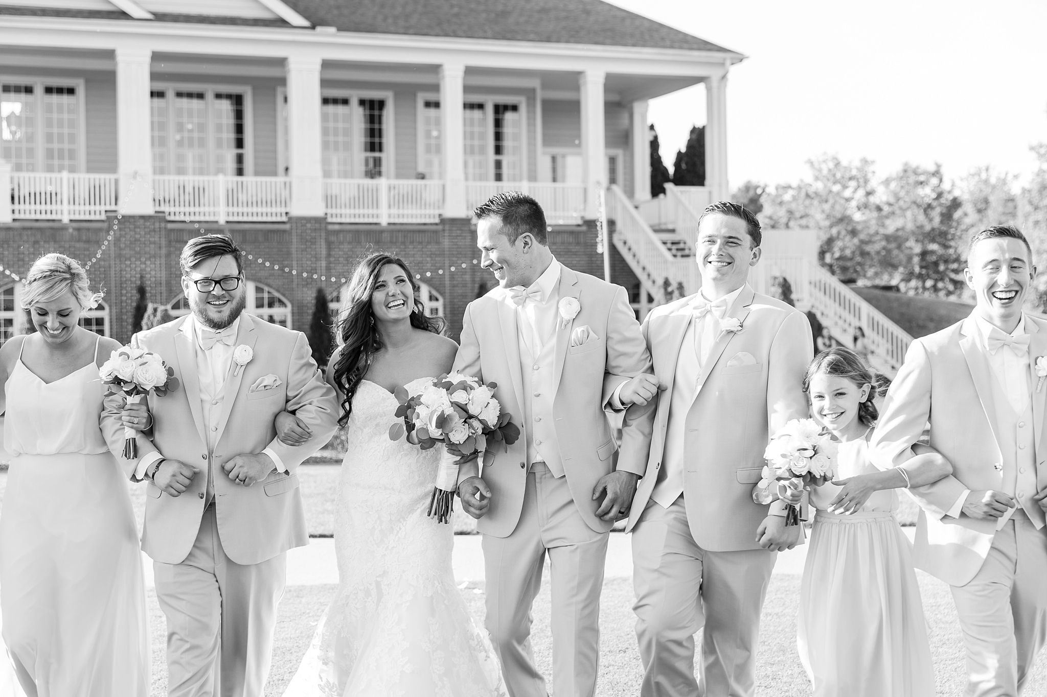 candid-timeless-wedding-photos-at-the-captains-club-in-grand-blanc-michigan-by-courtney-carolyn-photography_0060.jpg
