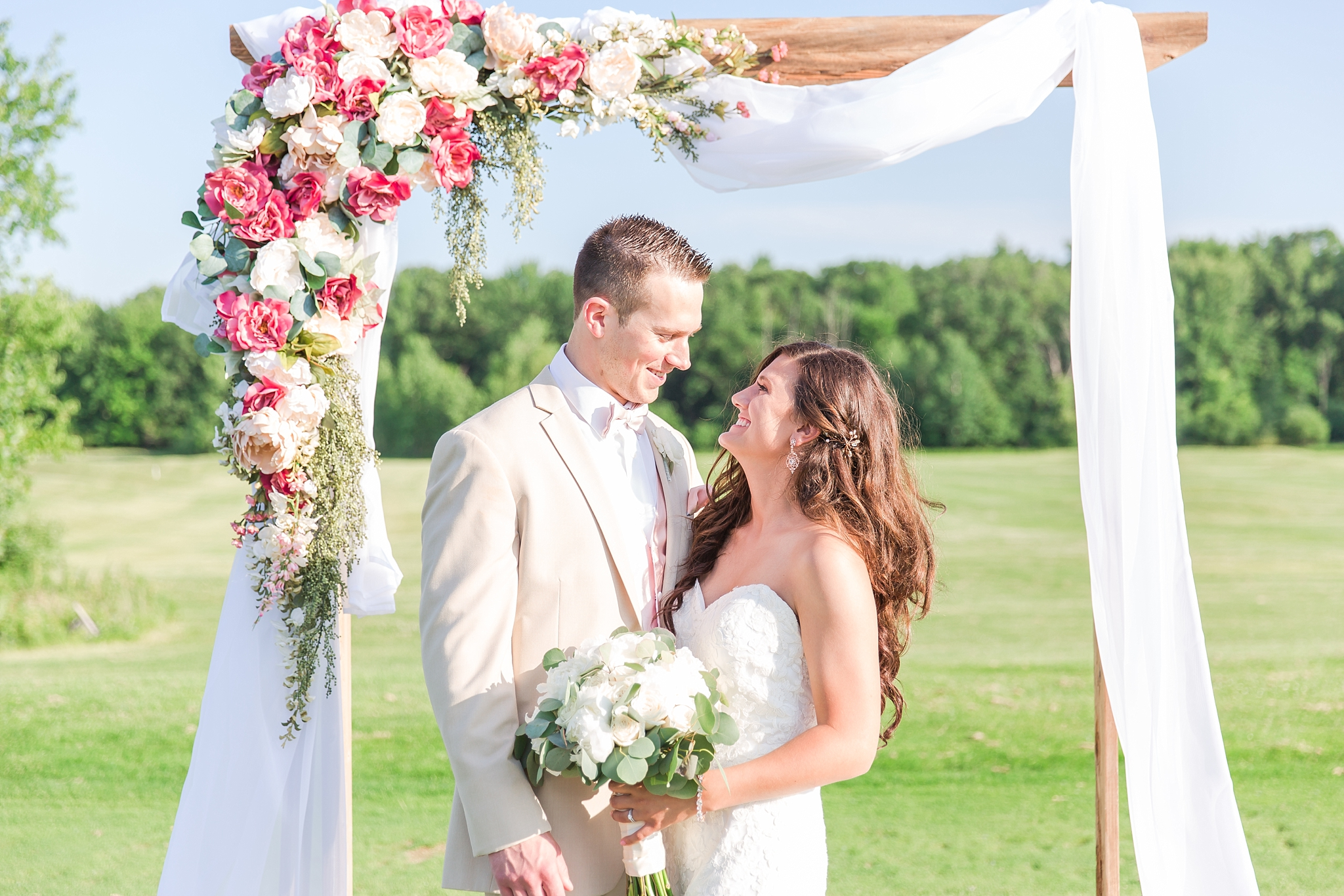 candid-timeless-wedding-photos-at-the-captains-club-in-grand-blanc-michigan-by-courtney-carolyn-photography_0062.jpg