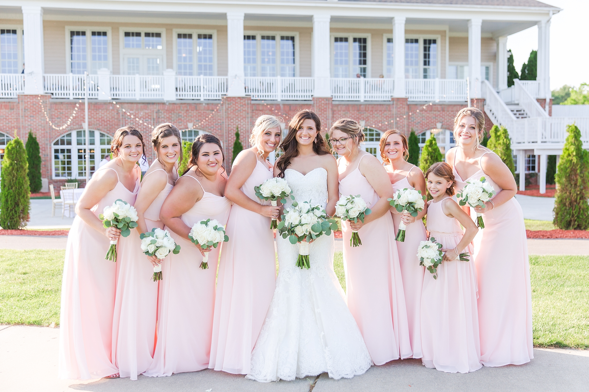 candid-timeless-wedding-photos-at-the-captains-club-in-grand-blanc-michigan-by-courtney-carolyn-photography_0066.jpg