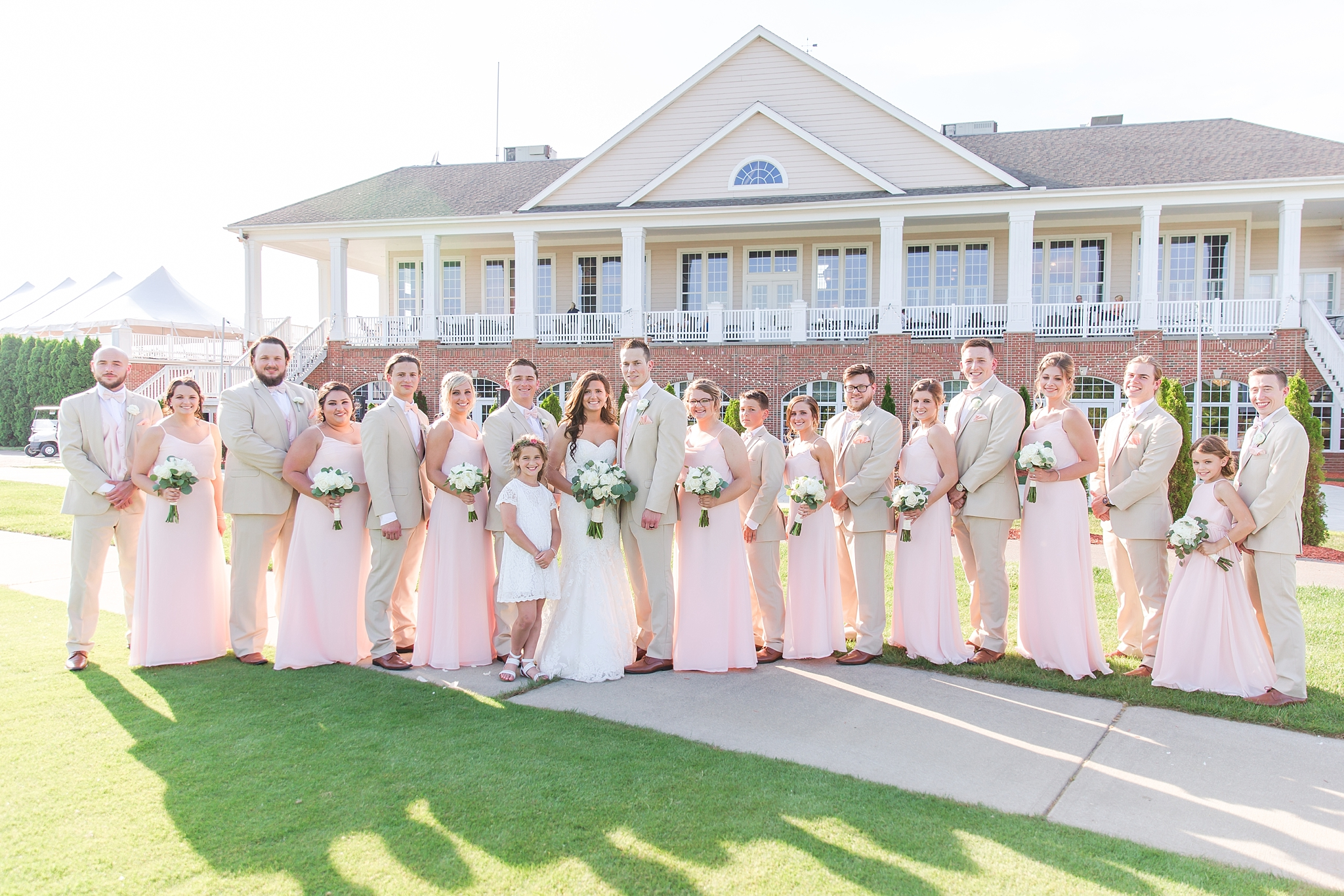 candid-timeless-wedding-photos-at-the-captains-club-in-grand-blanc-michigan-by-courtney-carolyn-photography_0076.jpg