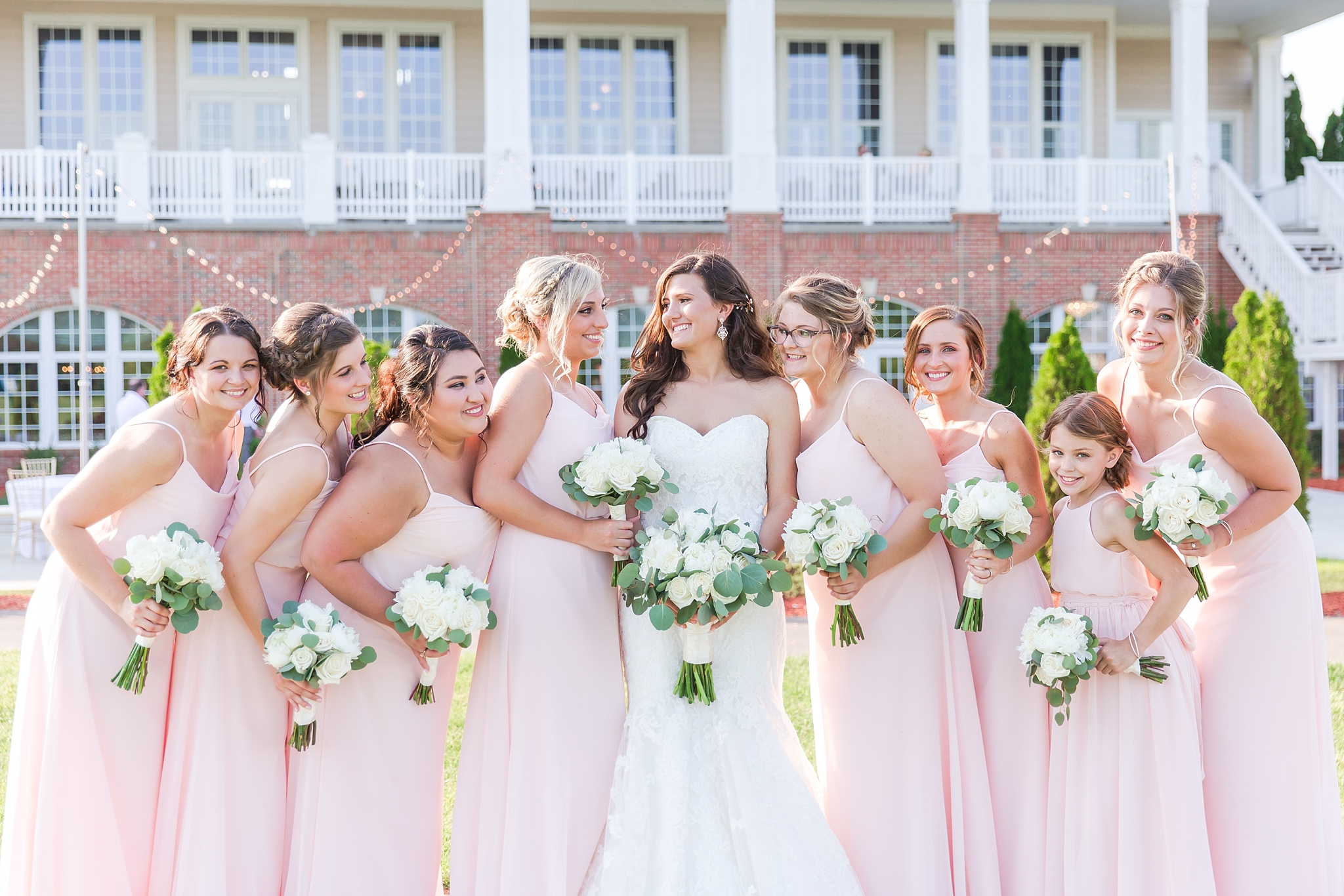 candid-timeless-wedding-photos-at-the-captains-club-in-grand-blanc-michigan-by-courtney-carolyn-photography_0081.jpg
