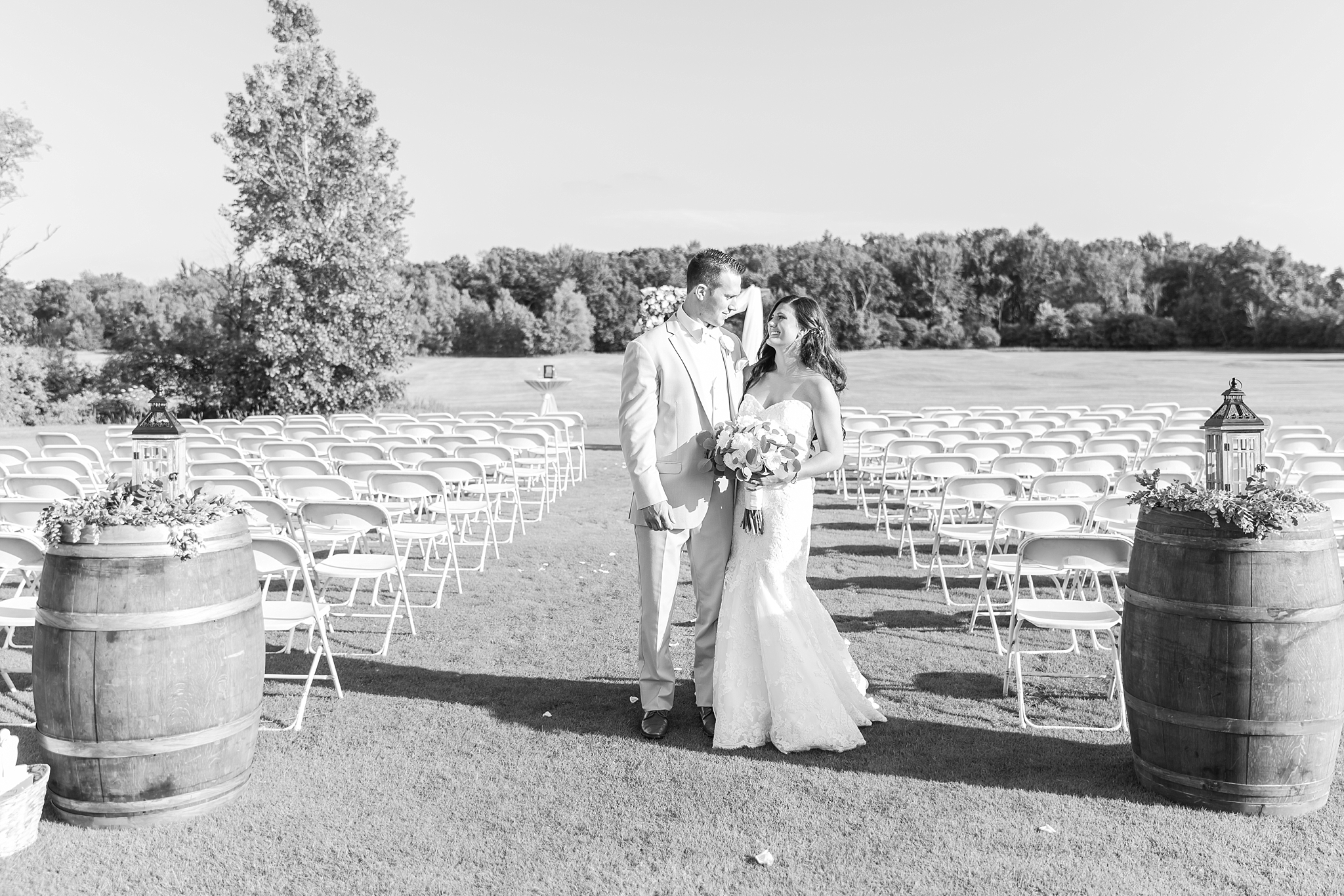 candid-timeless-wedding-photos-at-the-captains-club-in-grand-blanc-michigan-by-courtney-carolyn-photography_0087.jpg