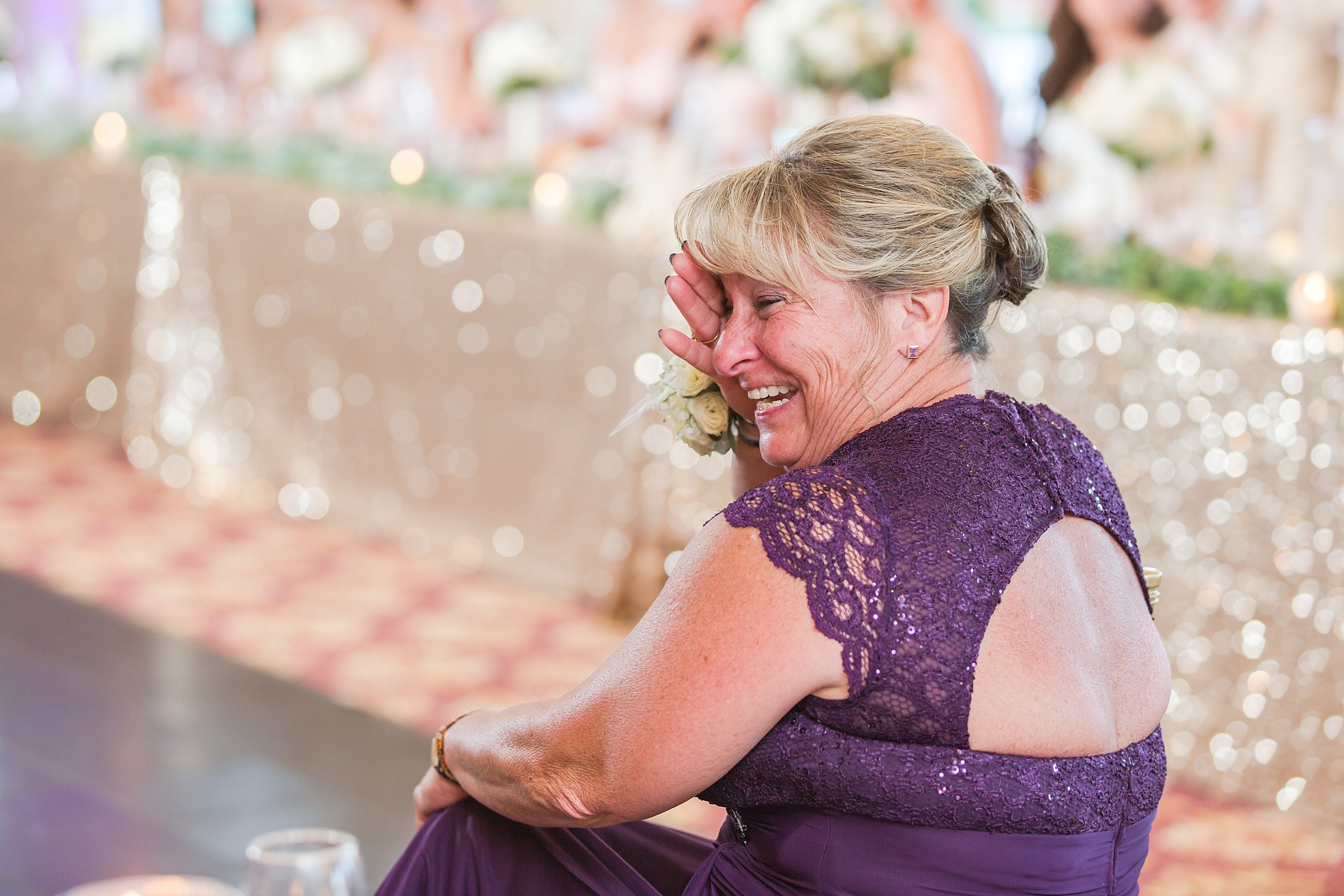 candid-timeless-wedding-photos-at-the-captains-club-in-grand-blanc-michigan-by-courtney-carolyn-photography_0093.jpg