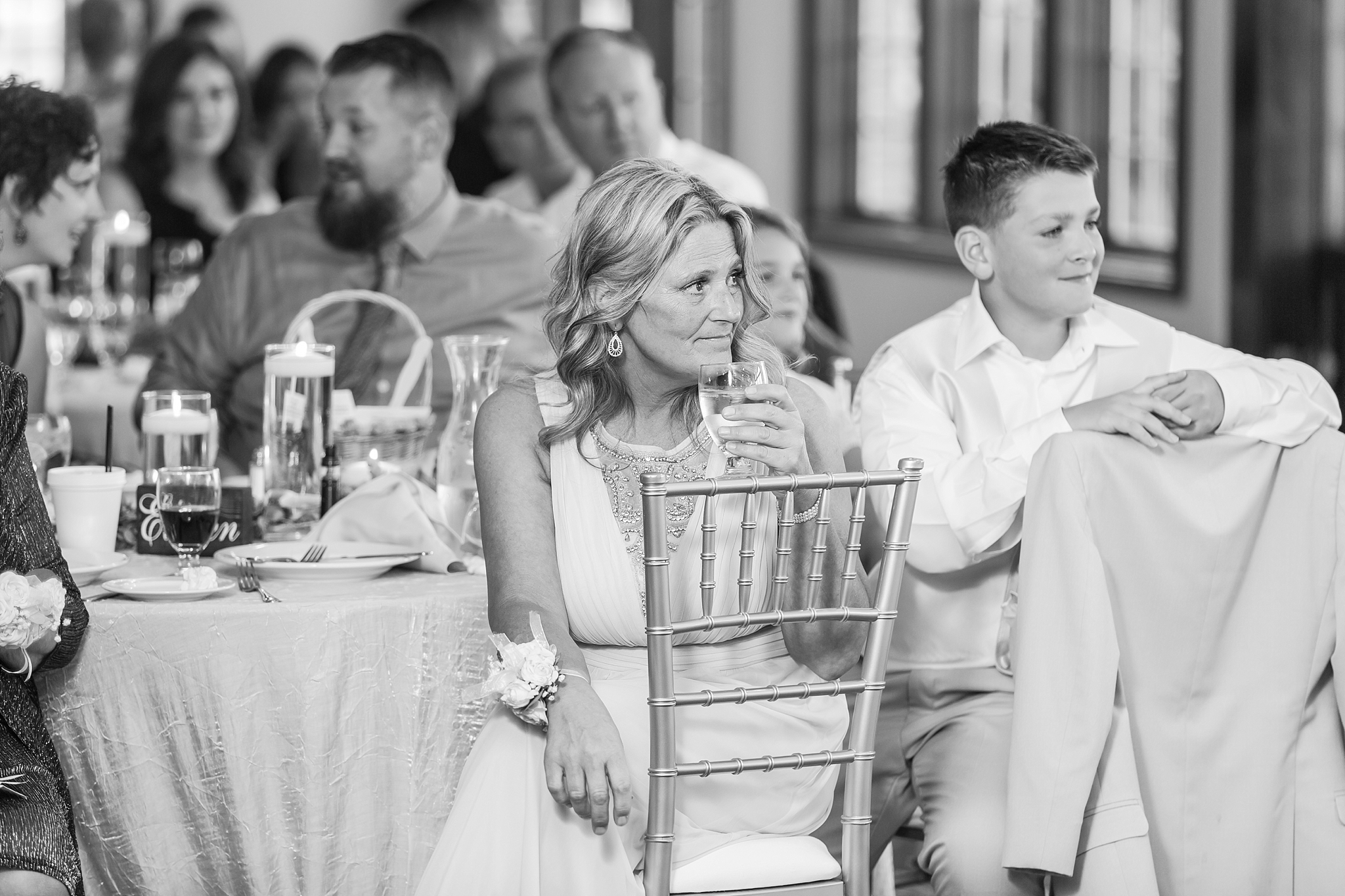 candid-timeless-wedding-photos-at-the-captains-club-in-grand-blanc-michigan-by-courtney-carolyn-photography_0096.jpg