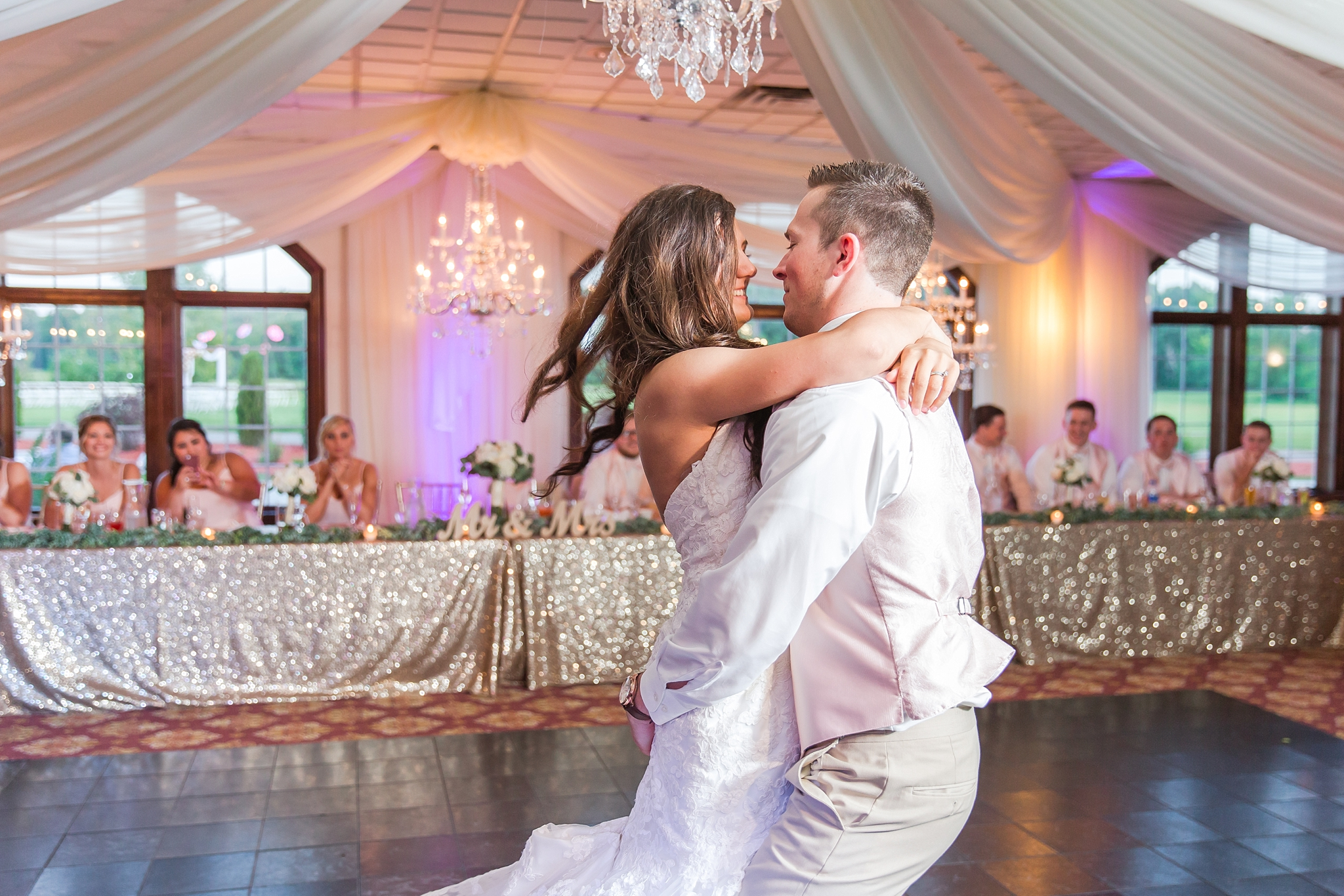 candid-timeless-wedding-photos-at-the-captains-club-in-grand-blanc-michigan-by-courtney-carolyn-photography_0098.jpg