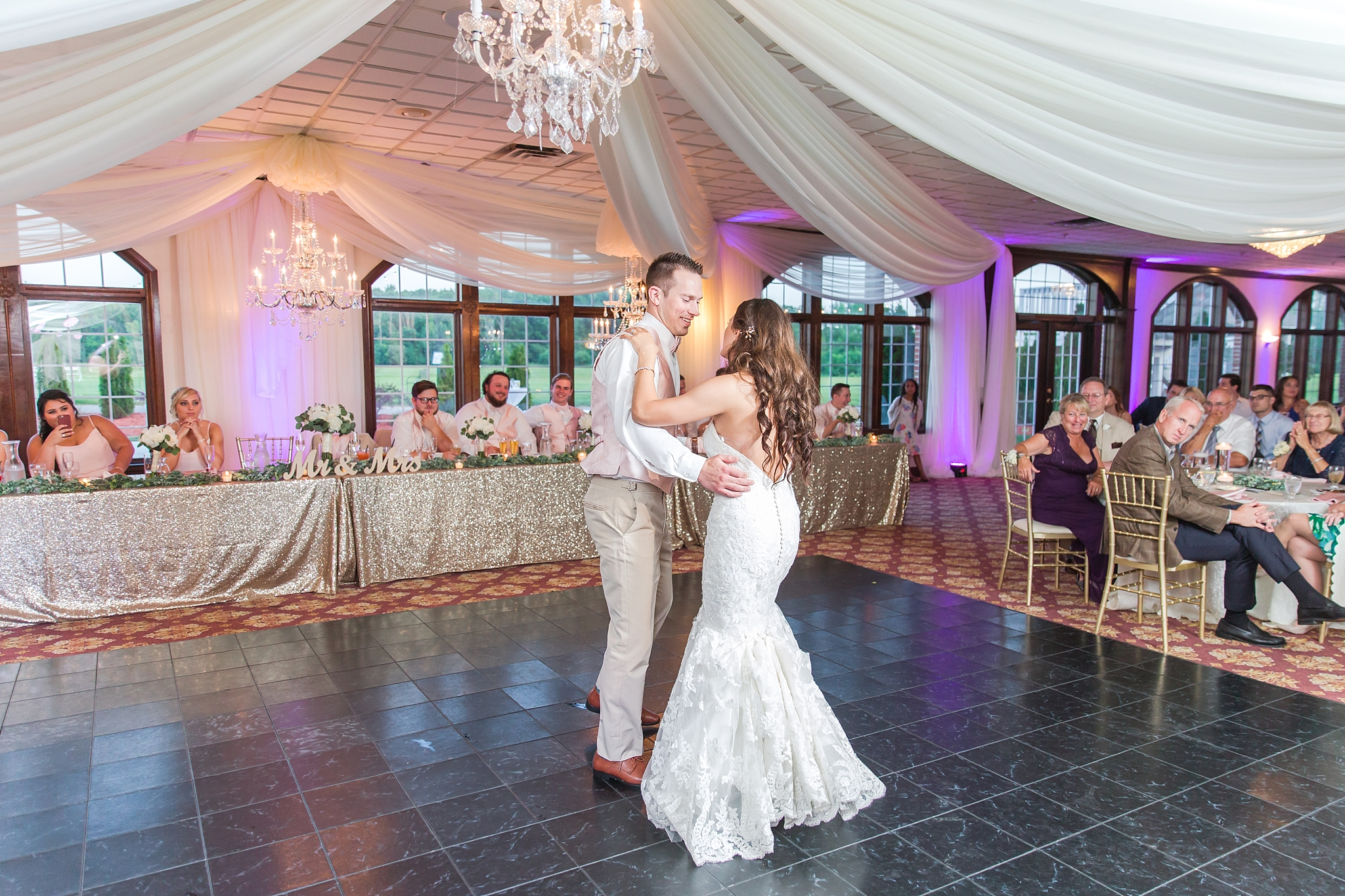 candid-timeless-wedding-photos-at-the-captains-club-in-grand-blanc-michigan-by-courtney-carolyn-photography_0101.jpg
