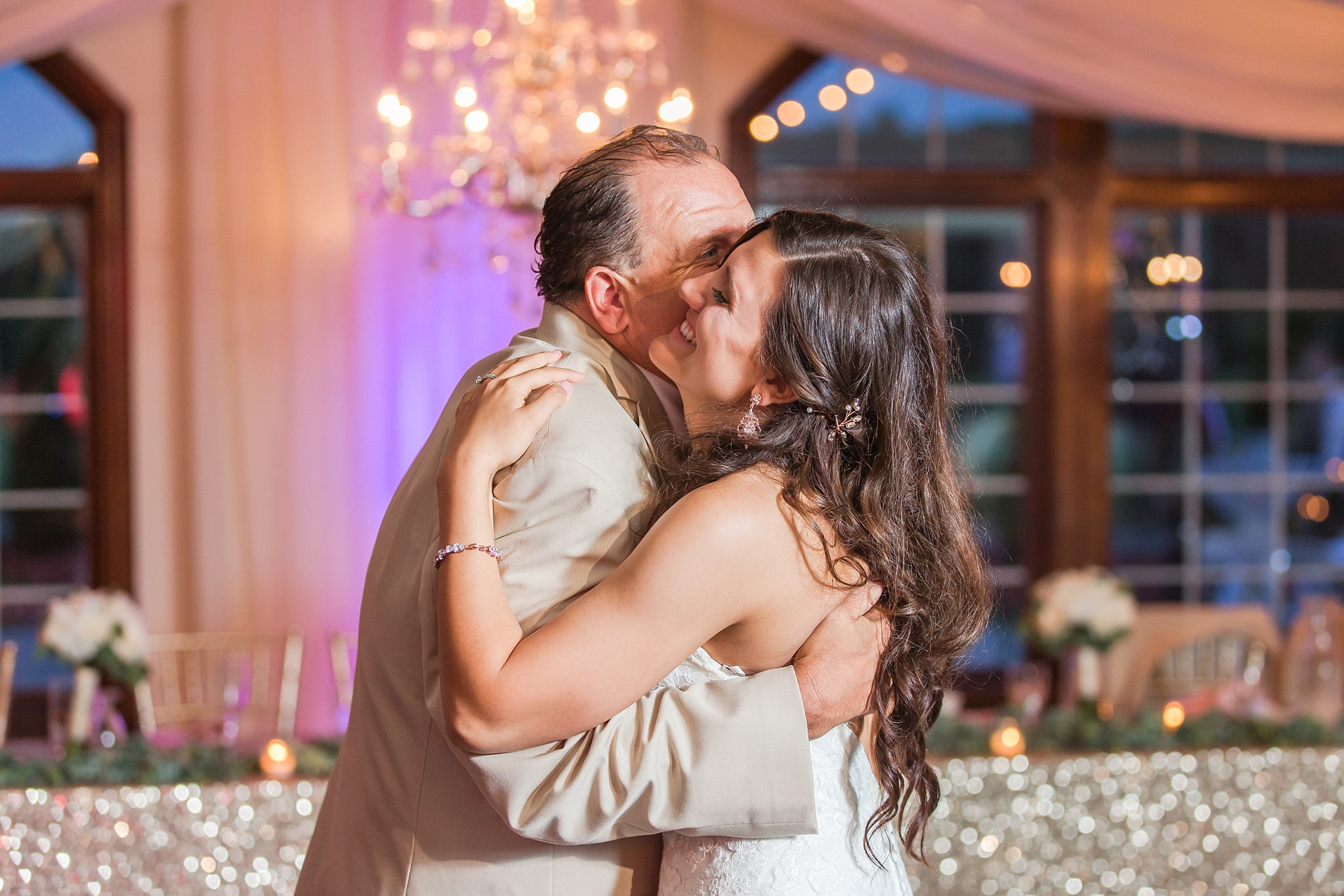 candid-timeless-wedding-photos-at-the-captains-club-in-grand-blanc-michigan-by-courtney-carolyn-photography_0107.jpg