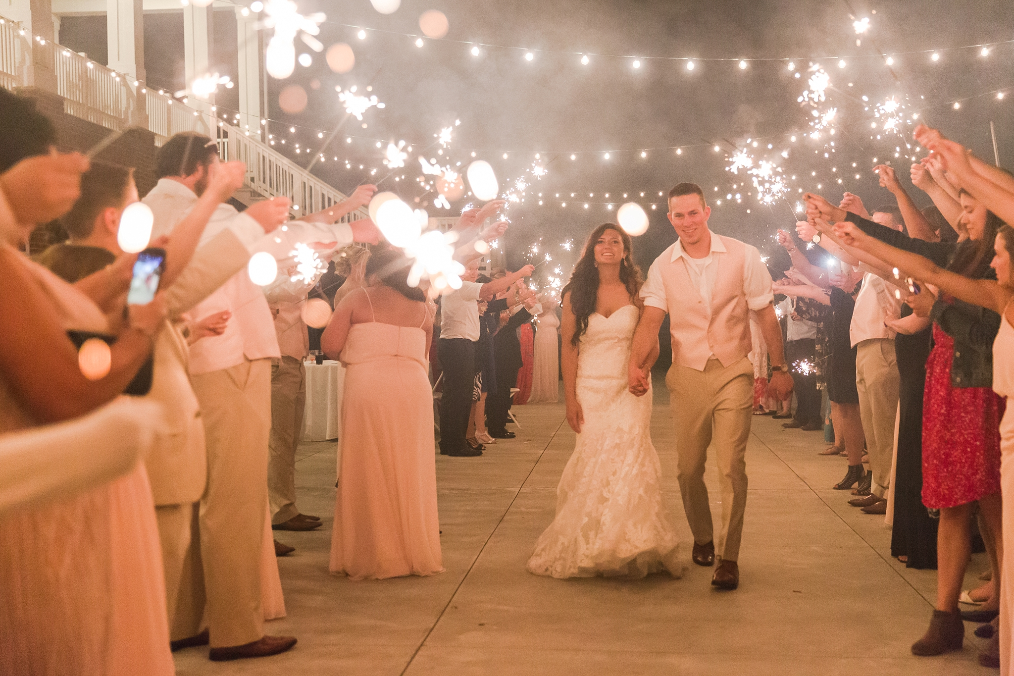 candid-timeless-wedding-photos-at-the-captains-club-in-grand-blanc-michigan-by-courtney-carolyn-photography_0115.jpg