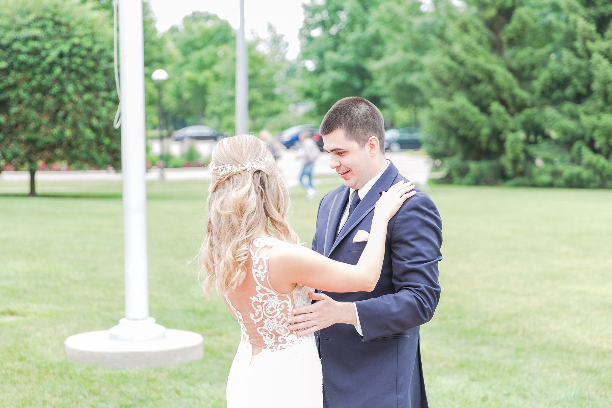 candid-romantic-wedding-photos-at-the-h-hotel-in-midland-michigan-by-courtney-carolyn-photography_0026.jpg