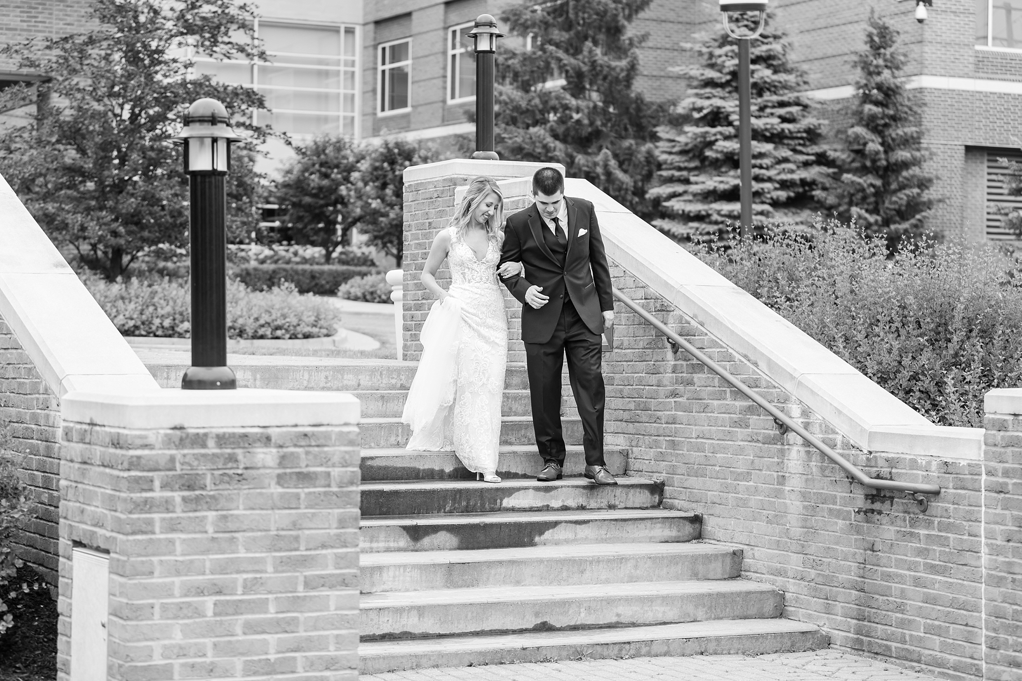 candid-romantic-wedding-photos-at-the-h-hotel-in-midland-michigan-by-courtney-carolyn-photography_0032.jpg