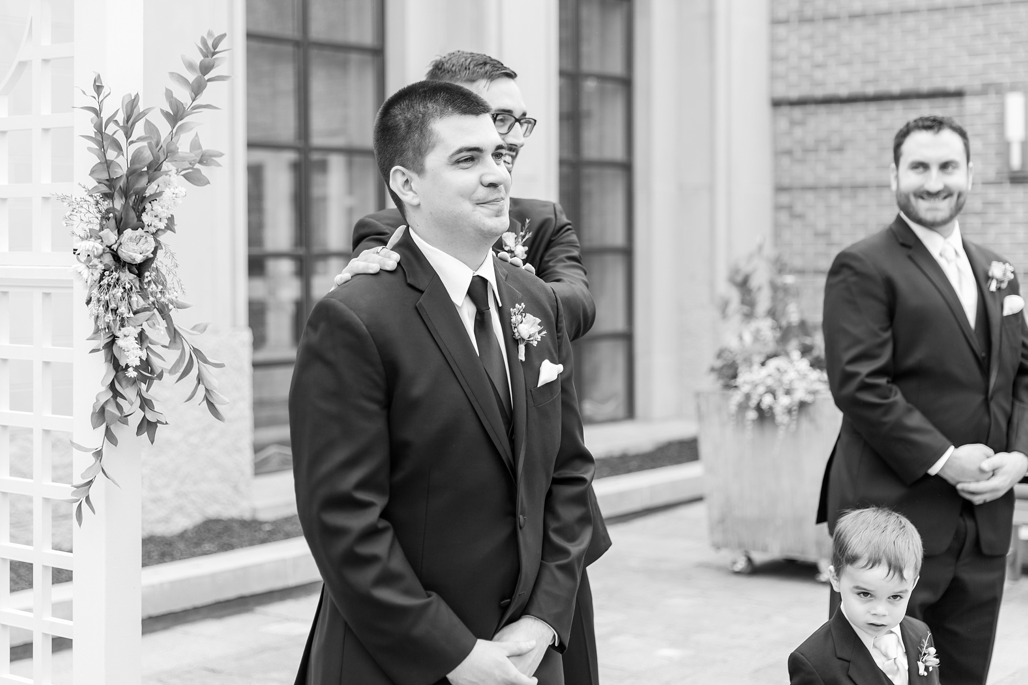 candid-romantic-wedding-photos-at-the-h-hotel-in-midland-michigan-by-courtney-carolyn-photography_0066.jpg