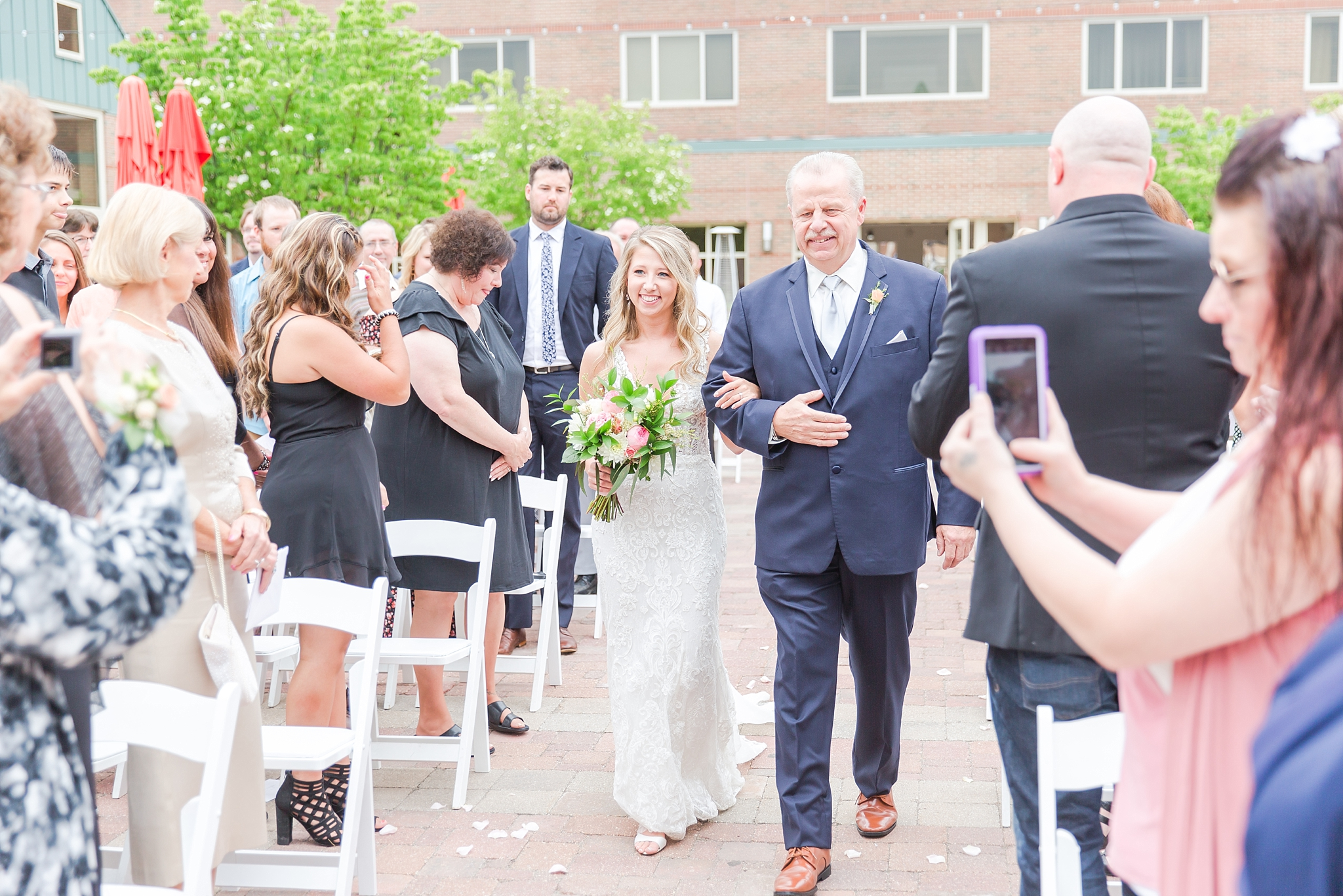 candid-romantic-wedding-photos-at-the-h-hotel-in-midland-michigan-by-courtney-carolyn-photography_0067.jpg