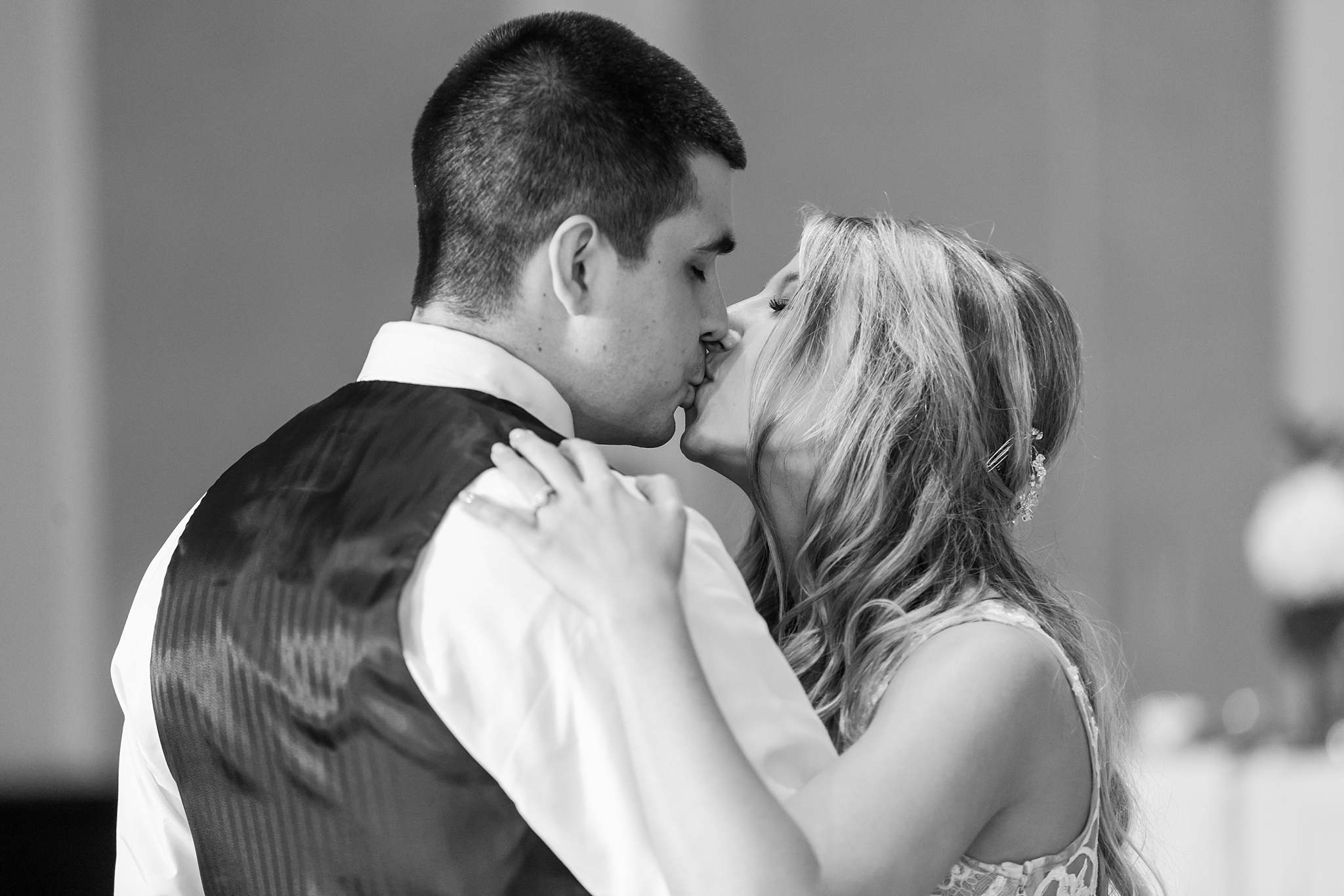 candid-romantic-wedding-photos-at-the-h-hotel-in-midland-michigan-by-courtney-carolyn-photography_0093.jpg